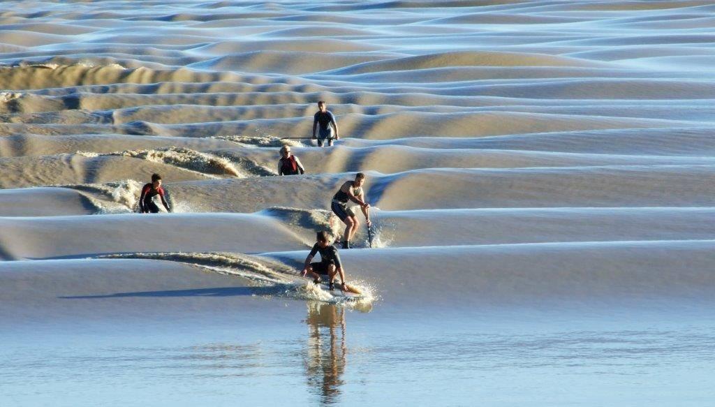 Photo 2: Le mascaret - La vague sur la dordogne à 25 minutes de Bordeaux