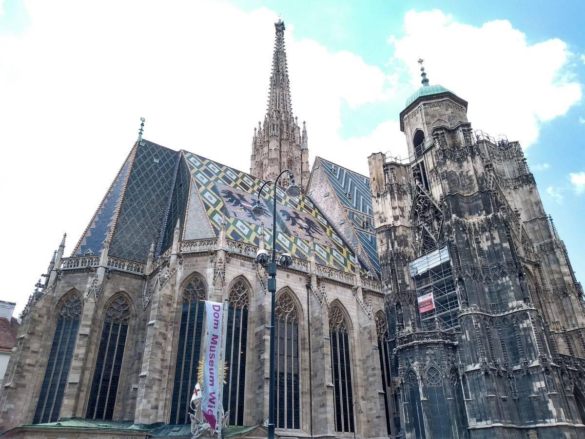 Photo 3: Vue imprenable sur le centre historique de Vienne depuis la tour sud de la cathédrale saint étienne !