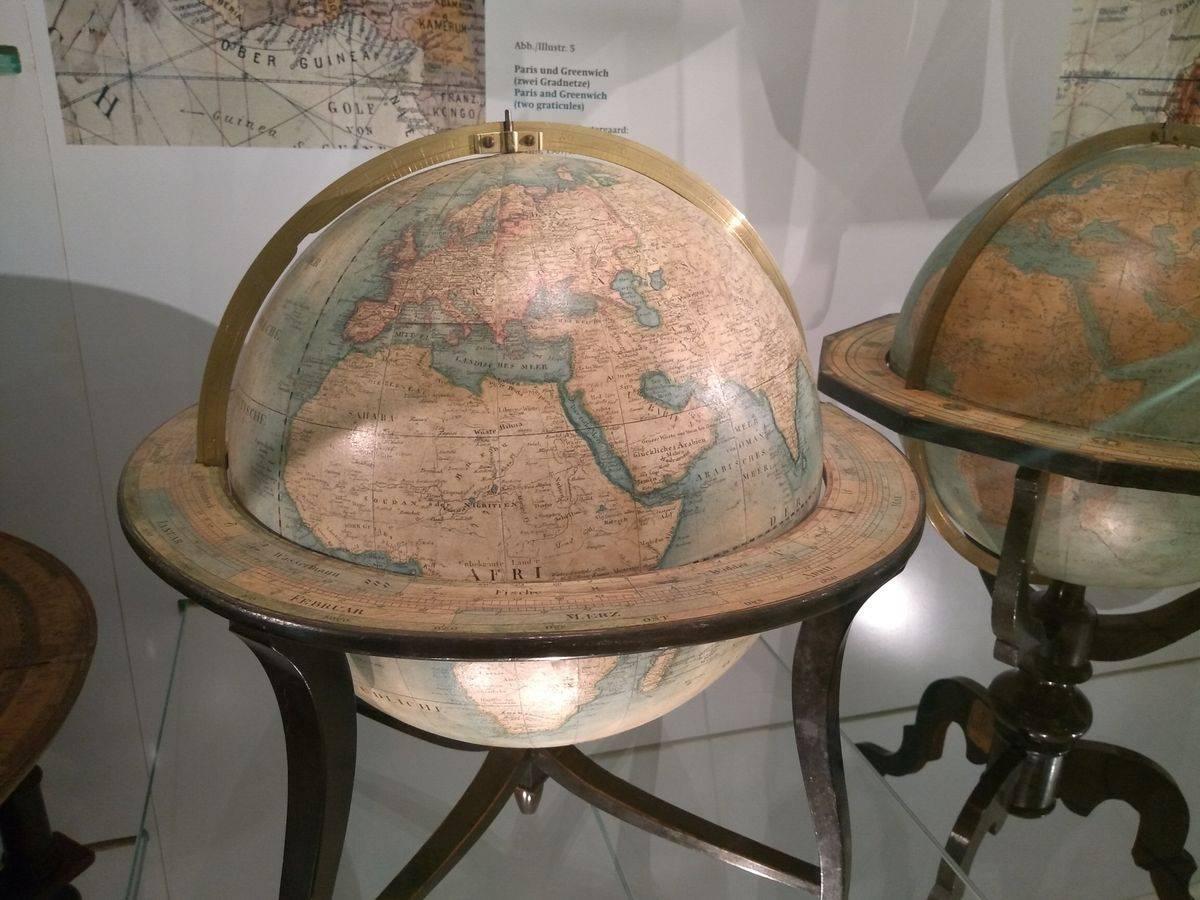 Photo 1: Une des plus grandes collections de globes sur Terre !
