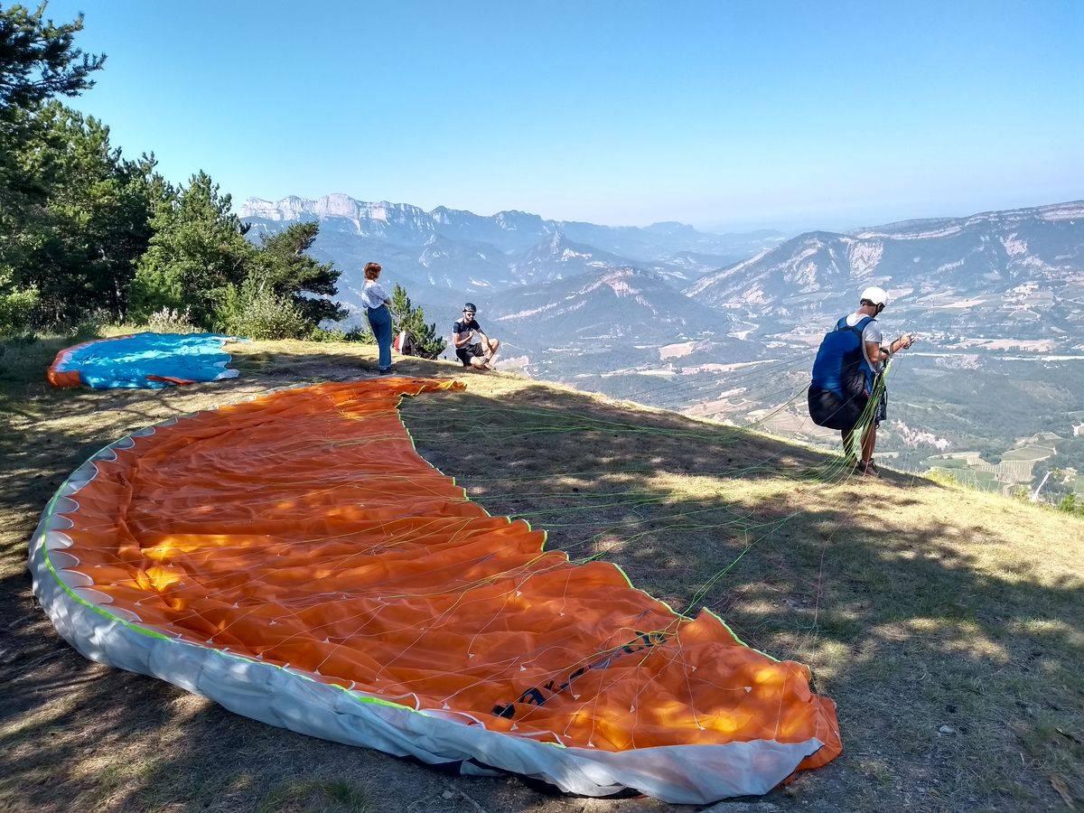 Photo 1: S'envoyer en l'air dans la Drôme ! Expérience parapente !