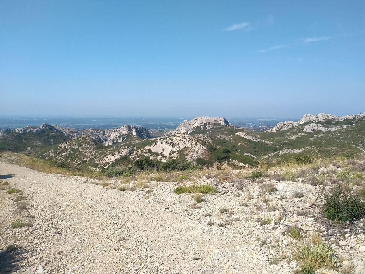 Photo 2: À la découverte du massif des Alpilles...