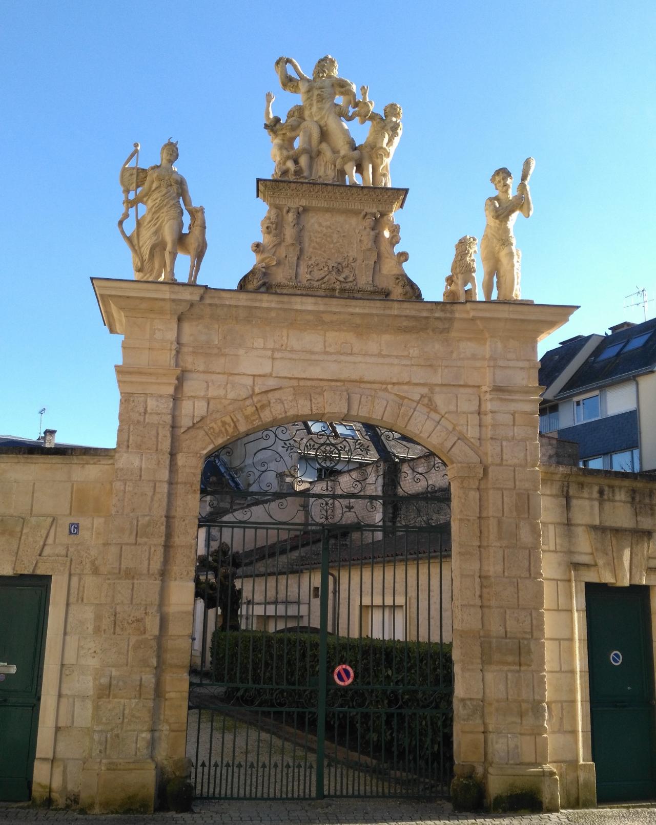 Photo 2: Jeu de piste familial à Fontenay-le-Comte avec Baludik