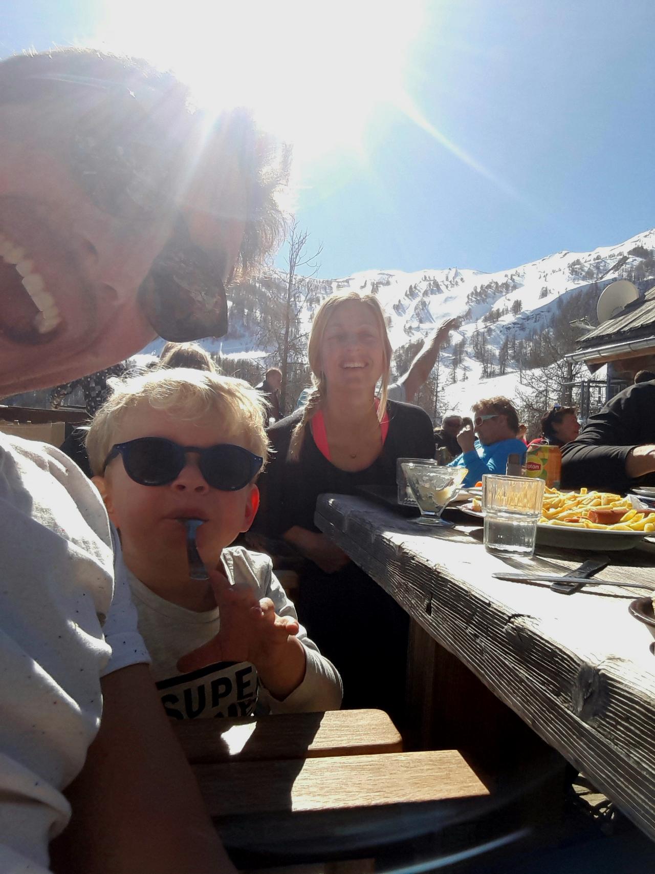 Photo 1: Repas au restaurant l'autapie en famille