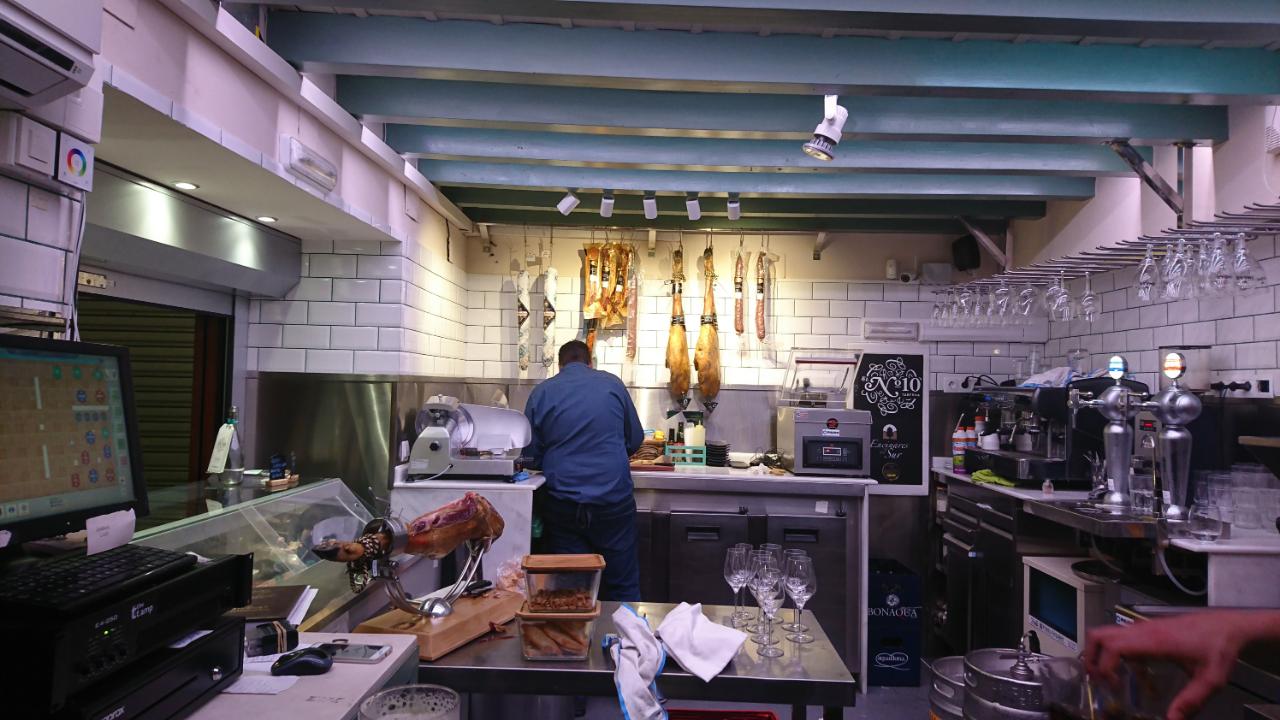 Photo 1: Taberna N°10, un restaurant typique