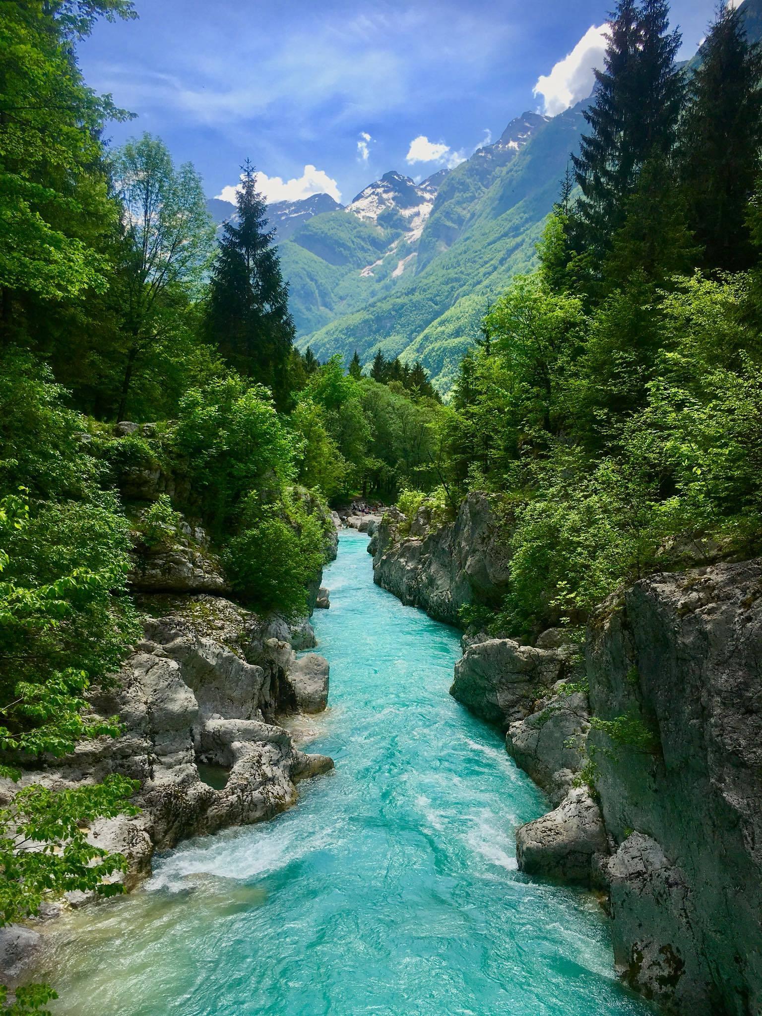 Photo 1: La vallée de Soča et sa rivière émeraude