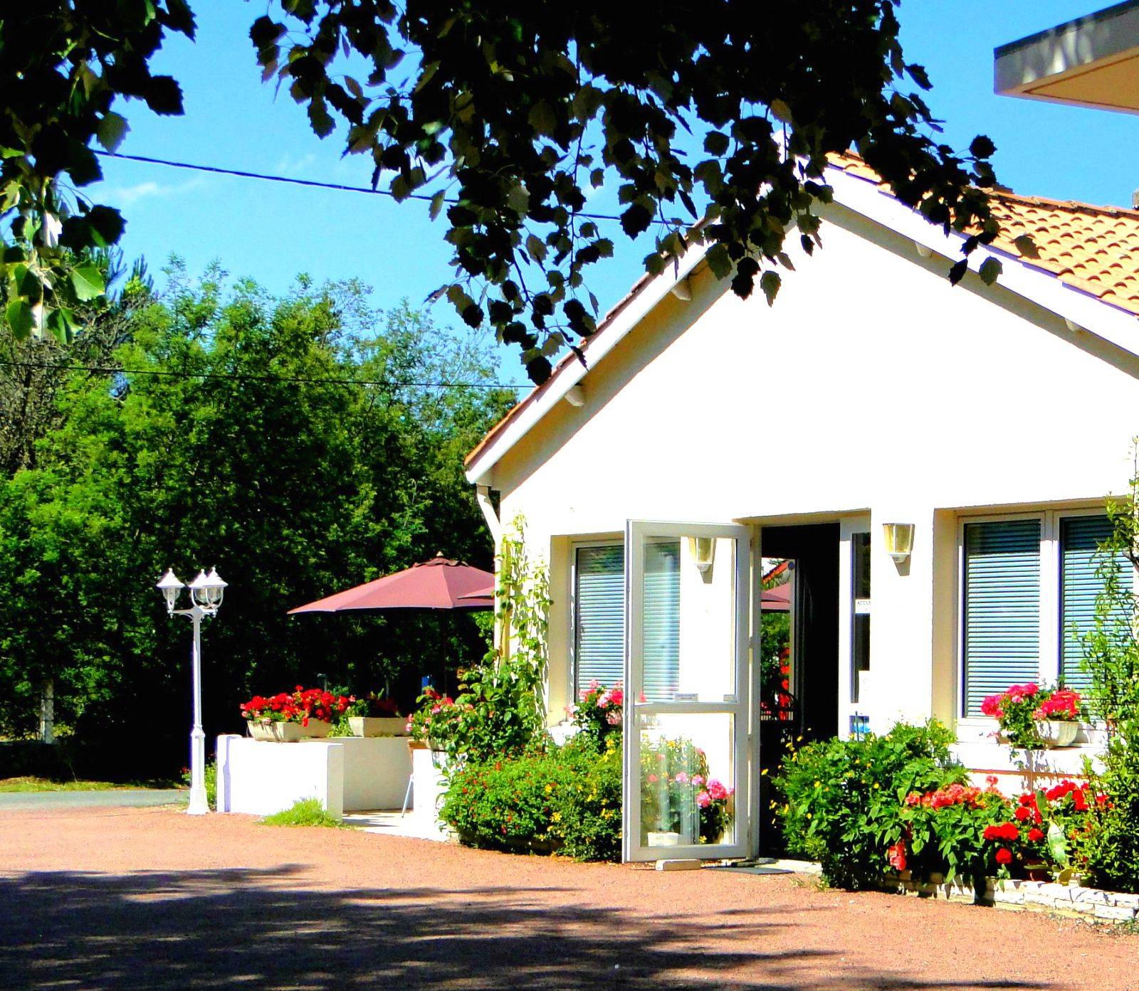 Photo 1: Hôtel Le Nautile, Saint Trojan les Bains - Ile D'Oléron