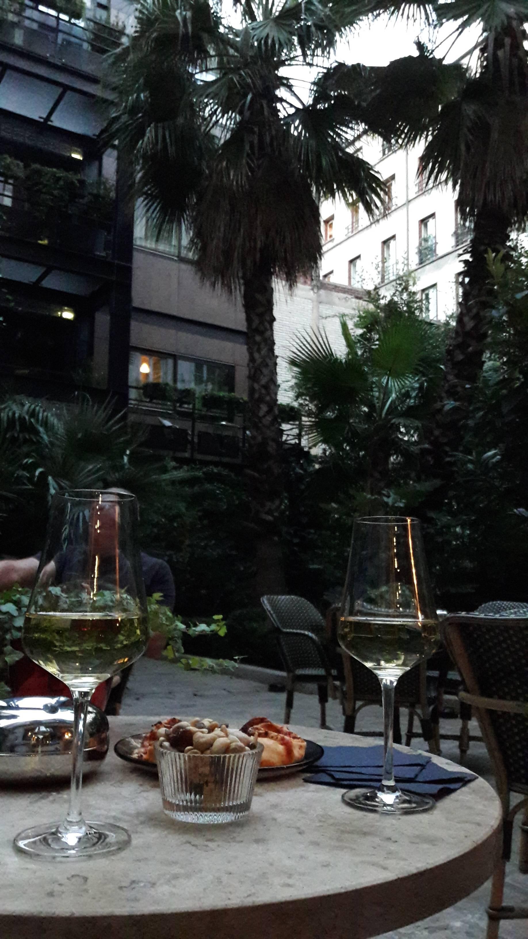 Photo 2: Hôtel Beauséjour pour sa terrasse secrète
