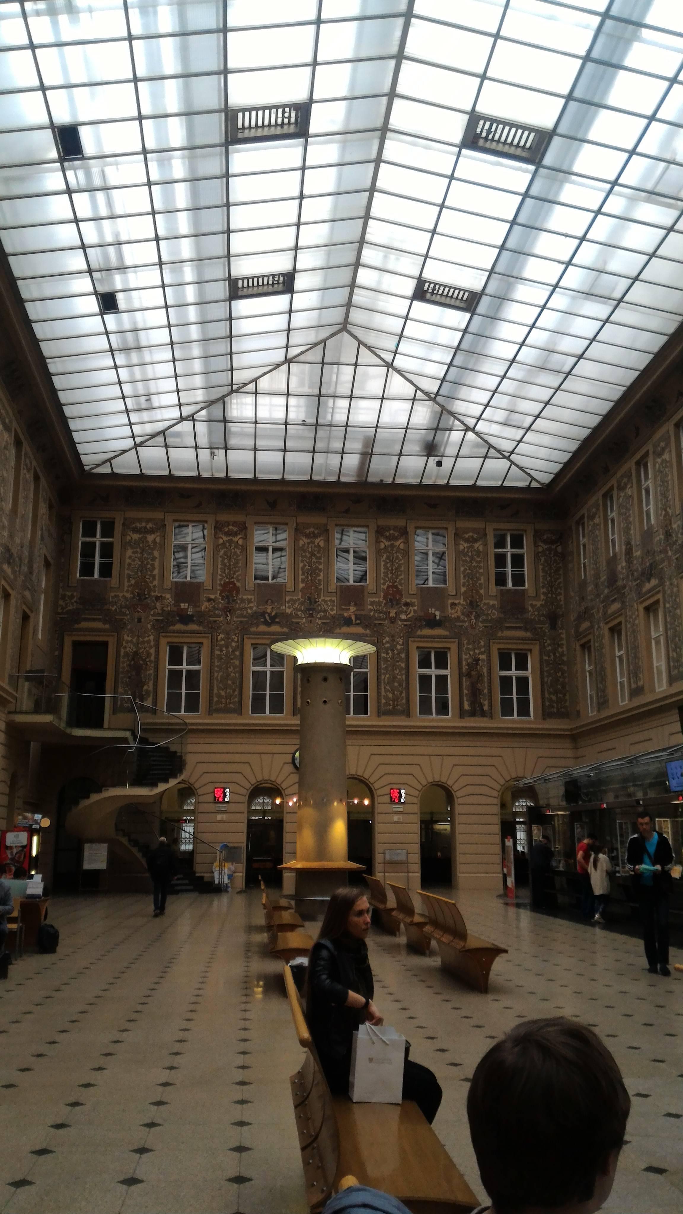 Photo 2: La poste centrale ouverte de 2h à 00h