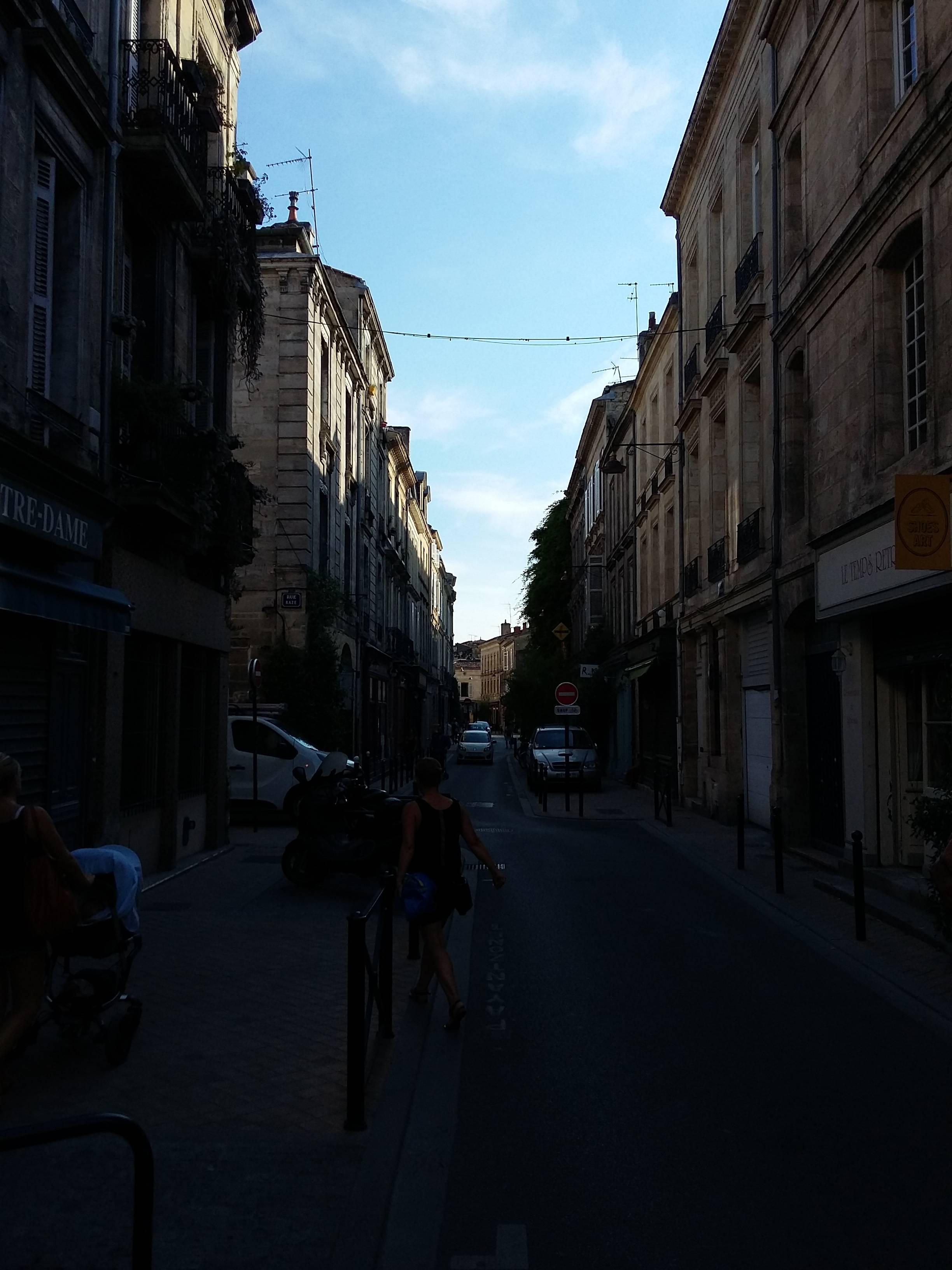 Photo 2: La rue notre dame au coeur des chartrons