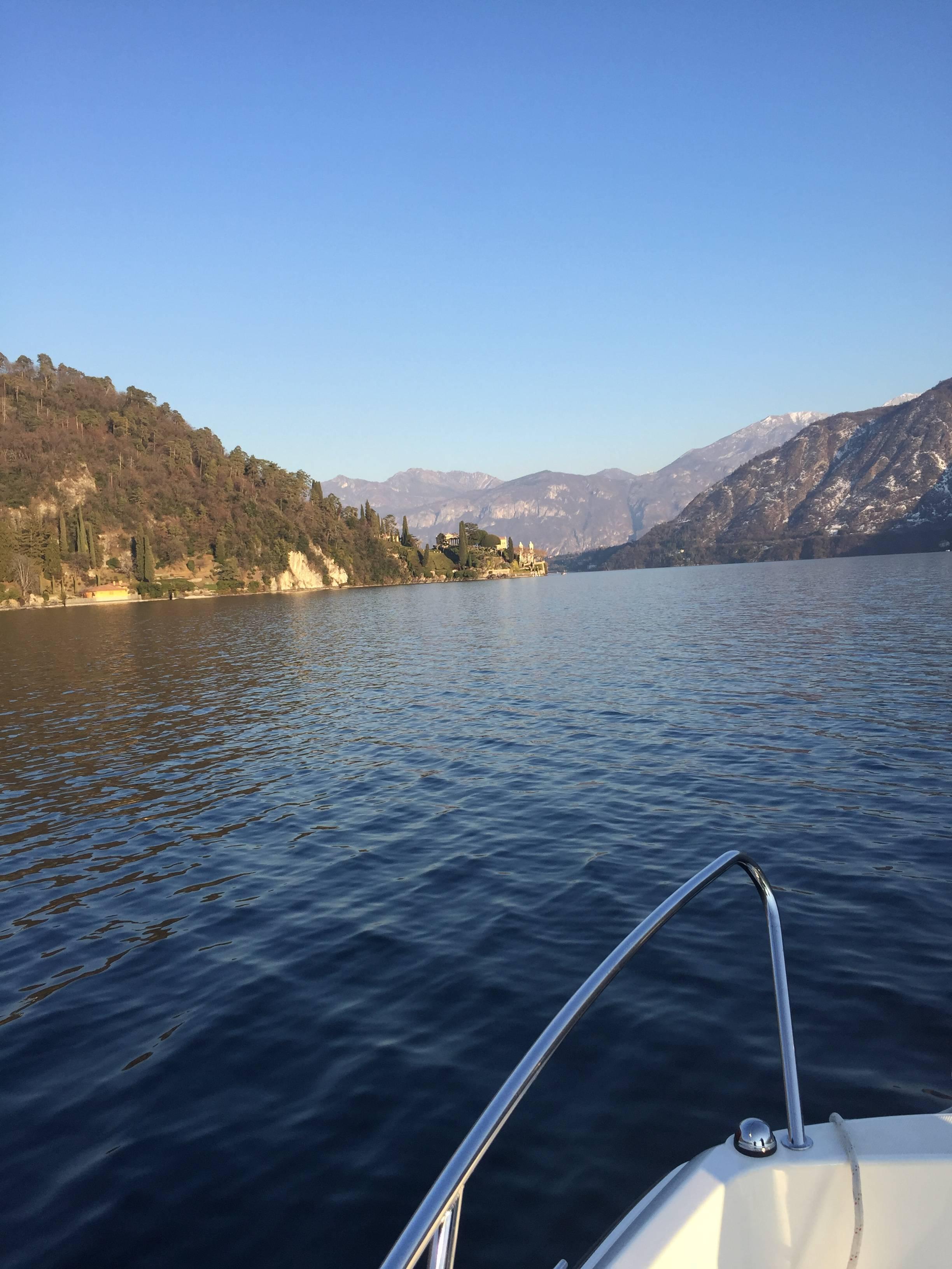 Photo 2: Balade en bateau sur le lac de Côme (oui oui, on a conduit!)