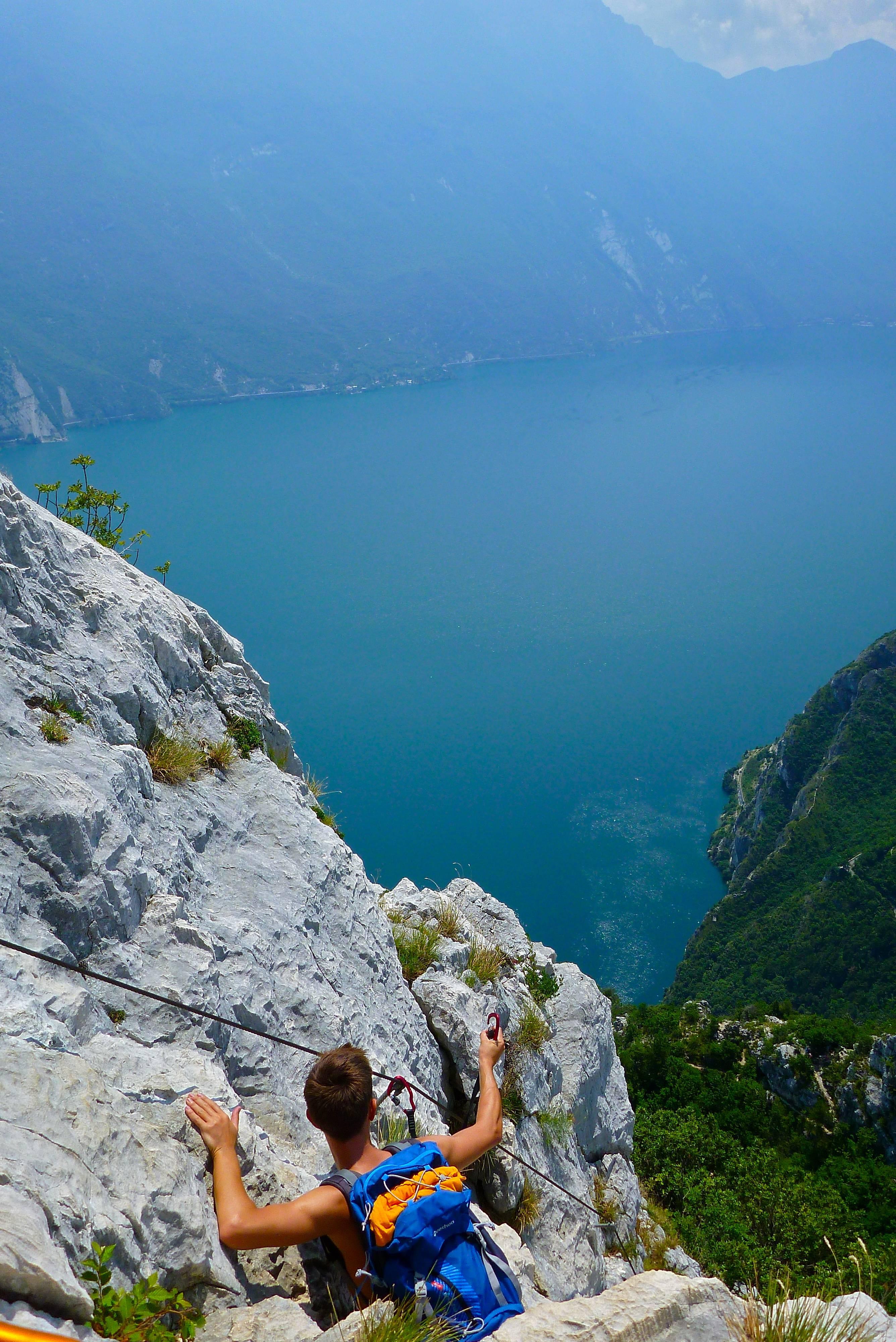 Photo 2: Randonner au dessus du Lac de Garde