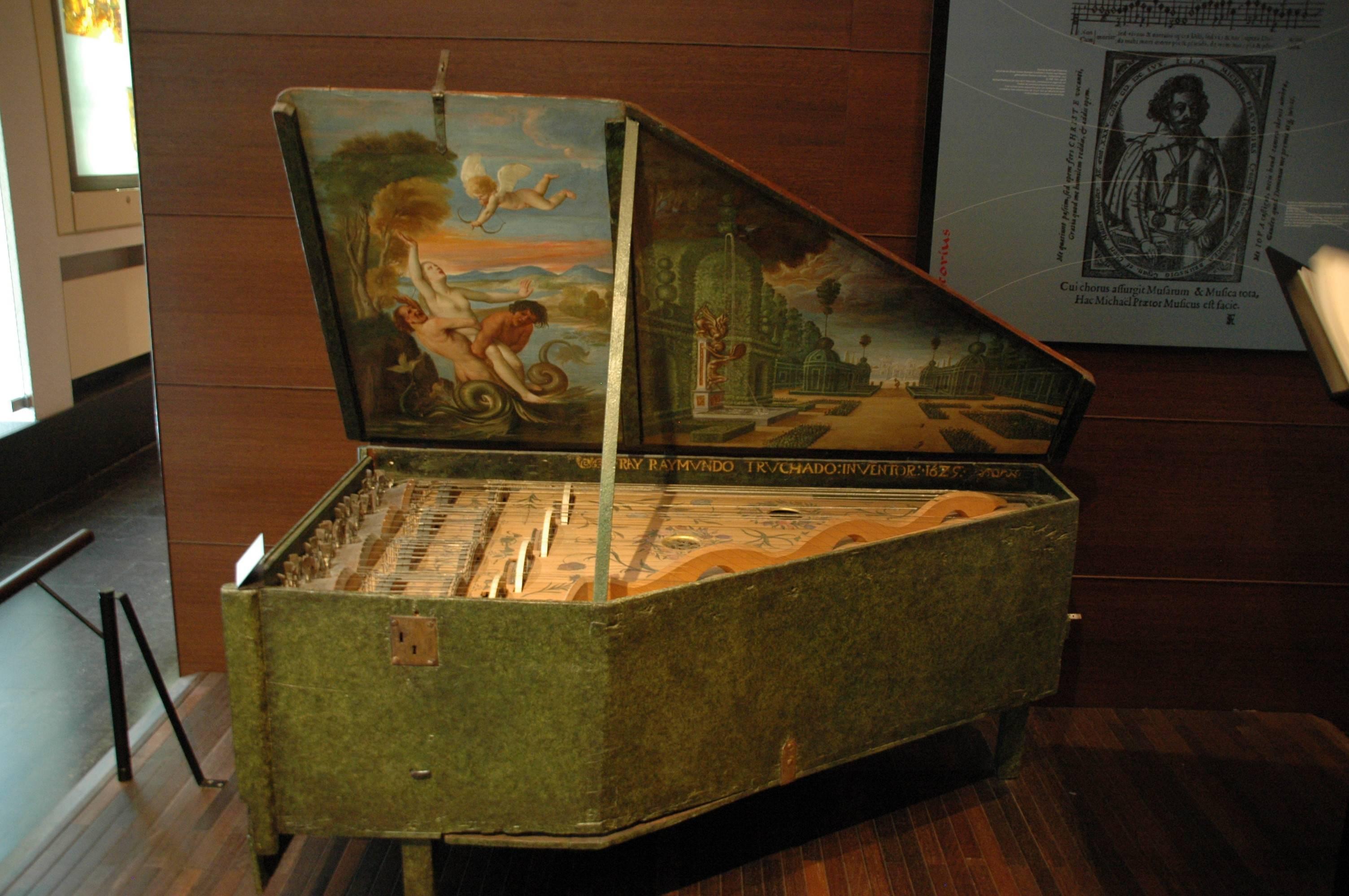 Photo 2: Le MiM(e), sans mauvais jeu de mot : le musée de la musique !