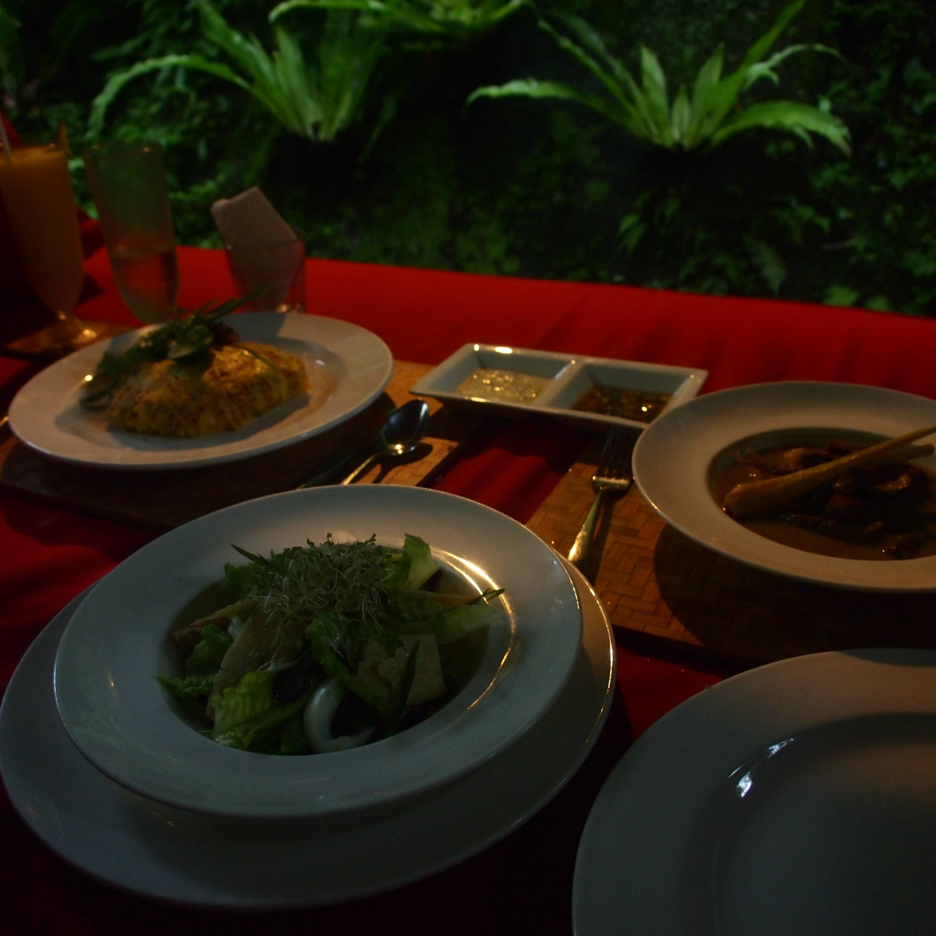 Photo 1: Déjeuner au Kayon Resort