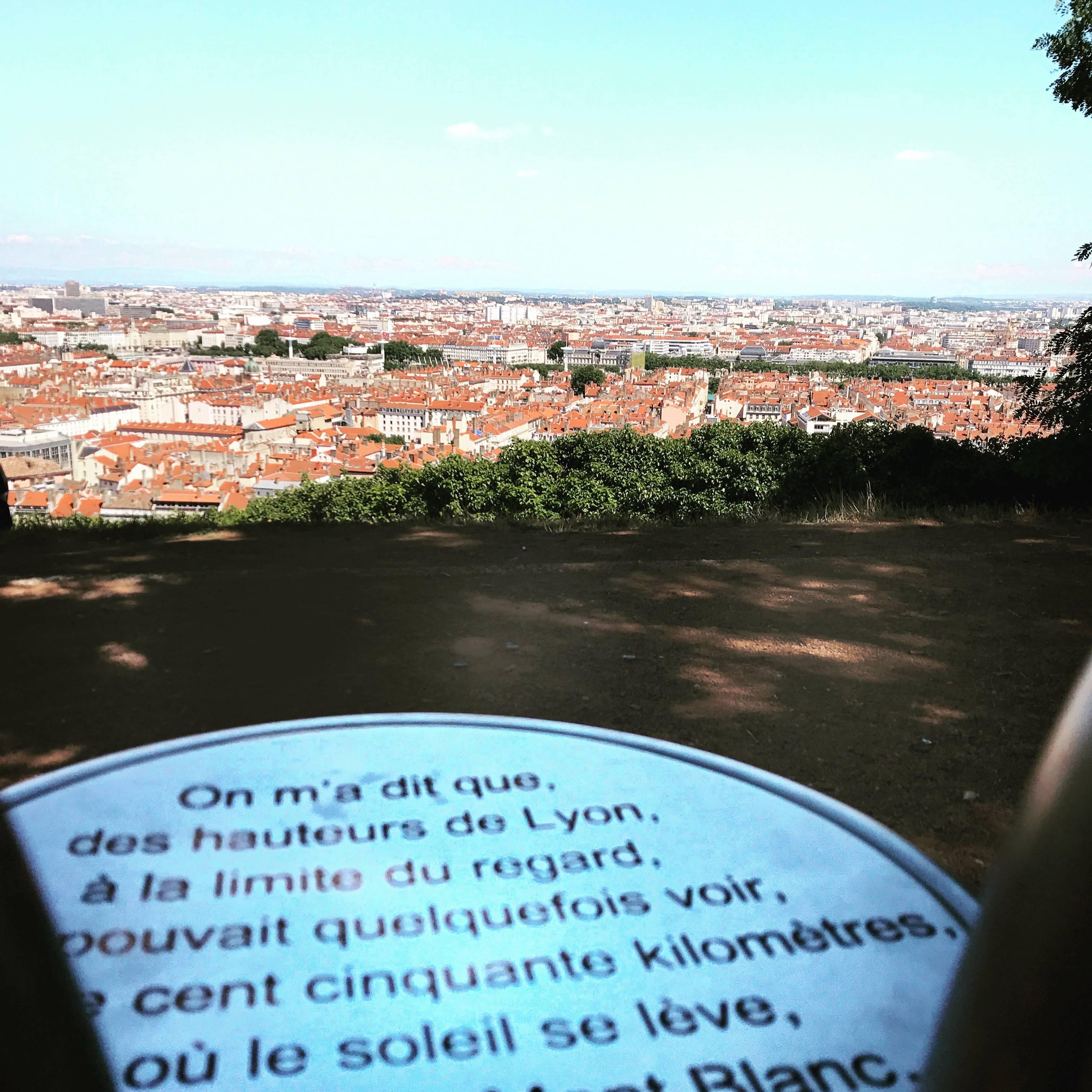 Photo 1: Le jardin des curiosités - une vue sur Lyon