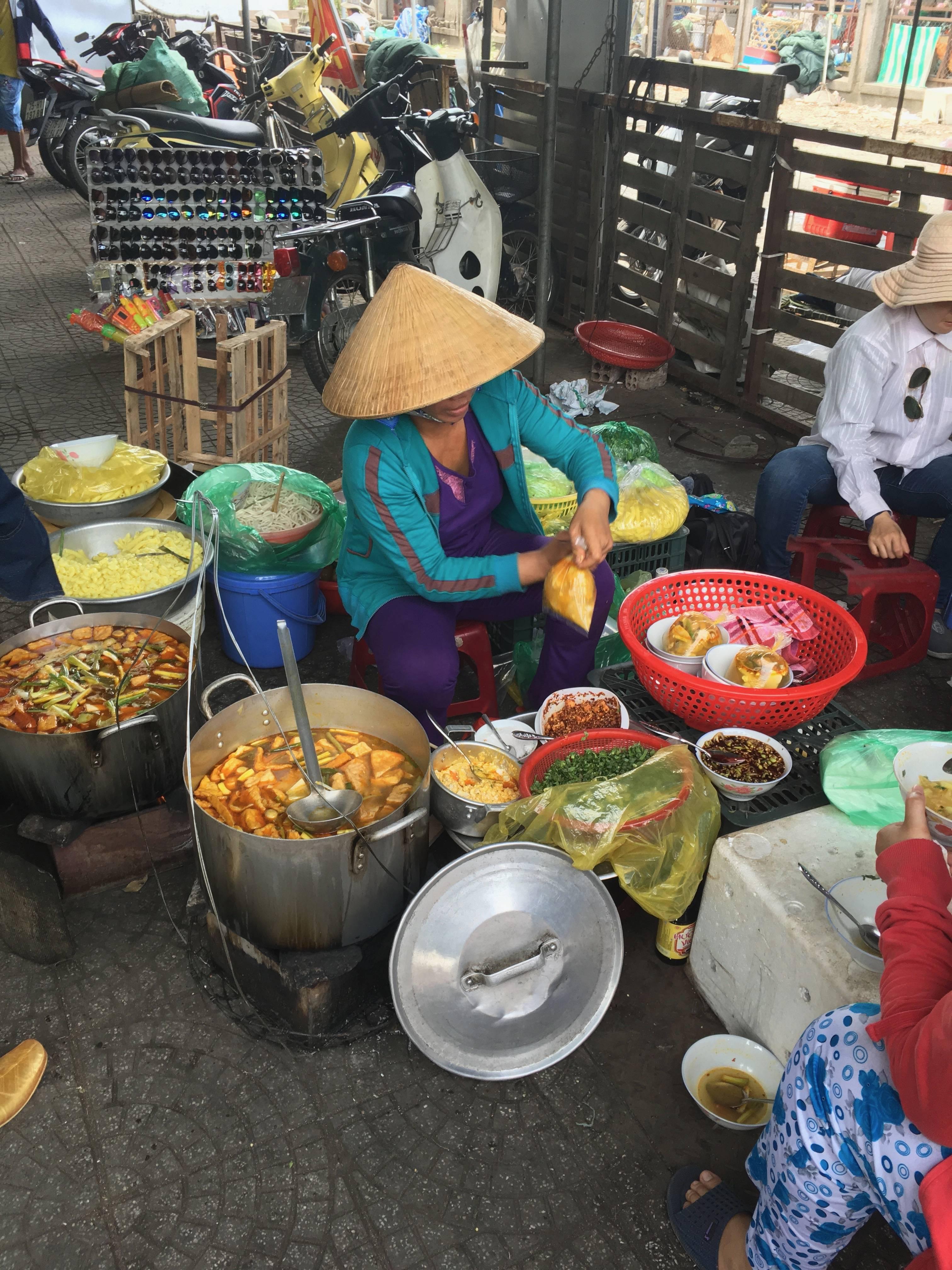 Photo 1: Se perdre dans le grand marché de Hué
