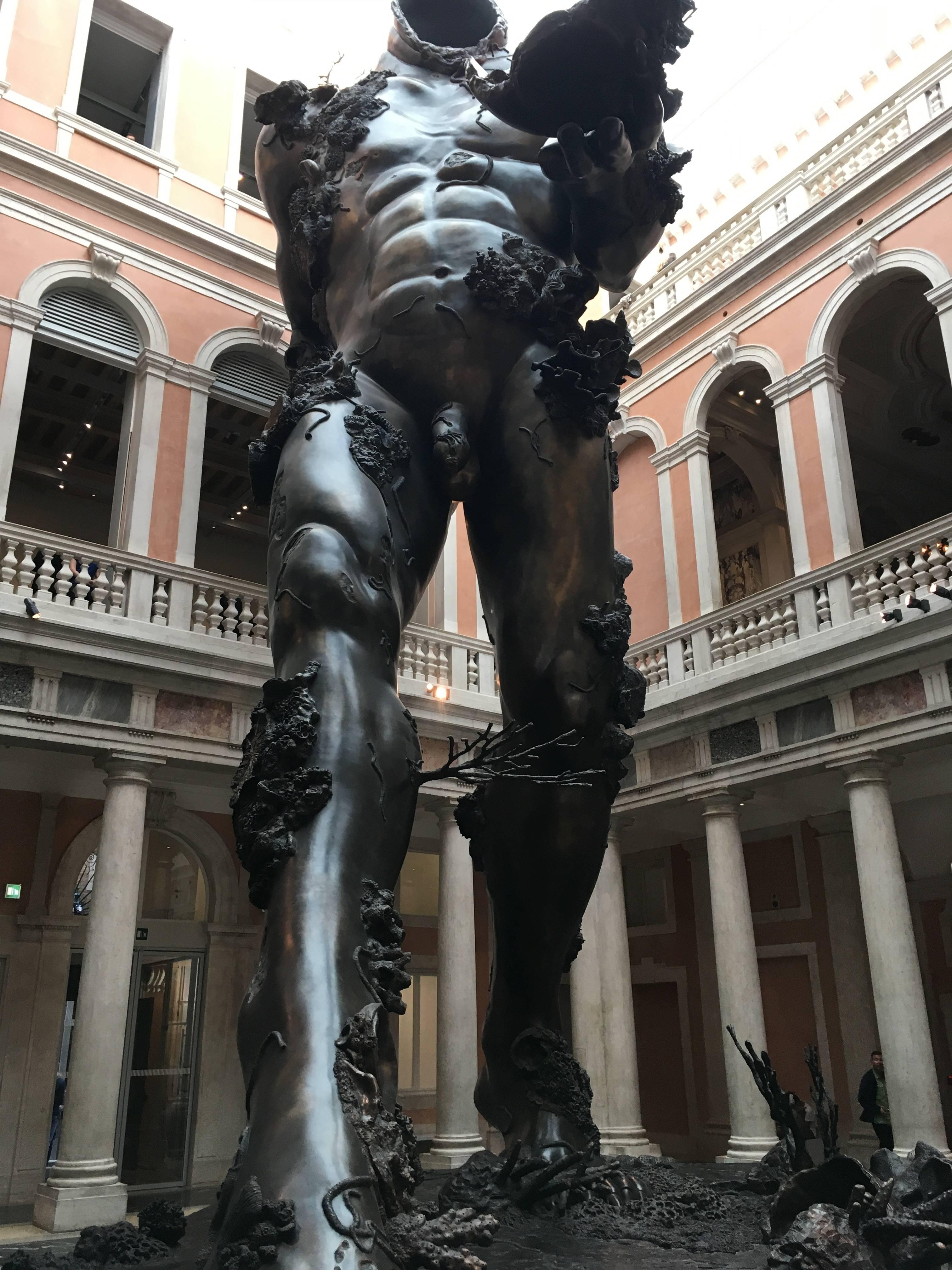 Photo 1: Superbe exposition à la fondation Pinault à Venise de Damien Hirst