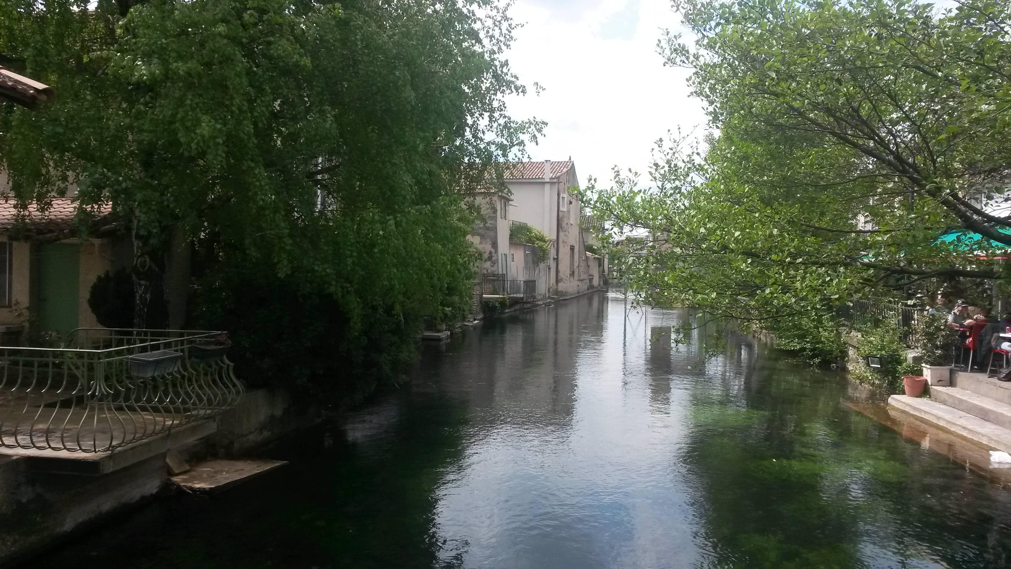 Photo 3: Déjeuner sur un pont à L'Isle-sur-sorgue
