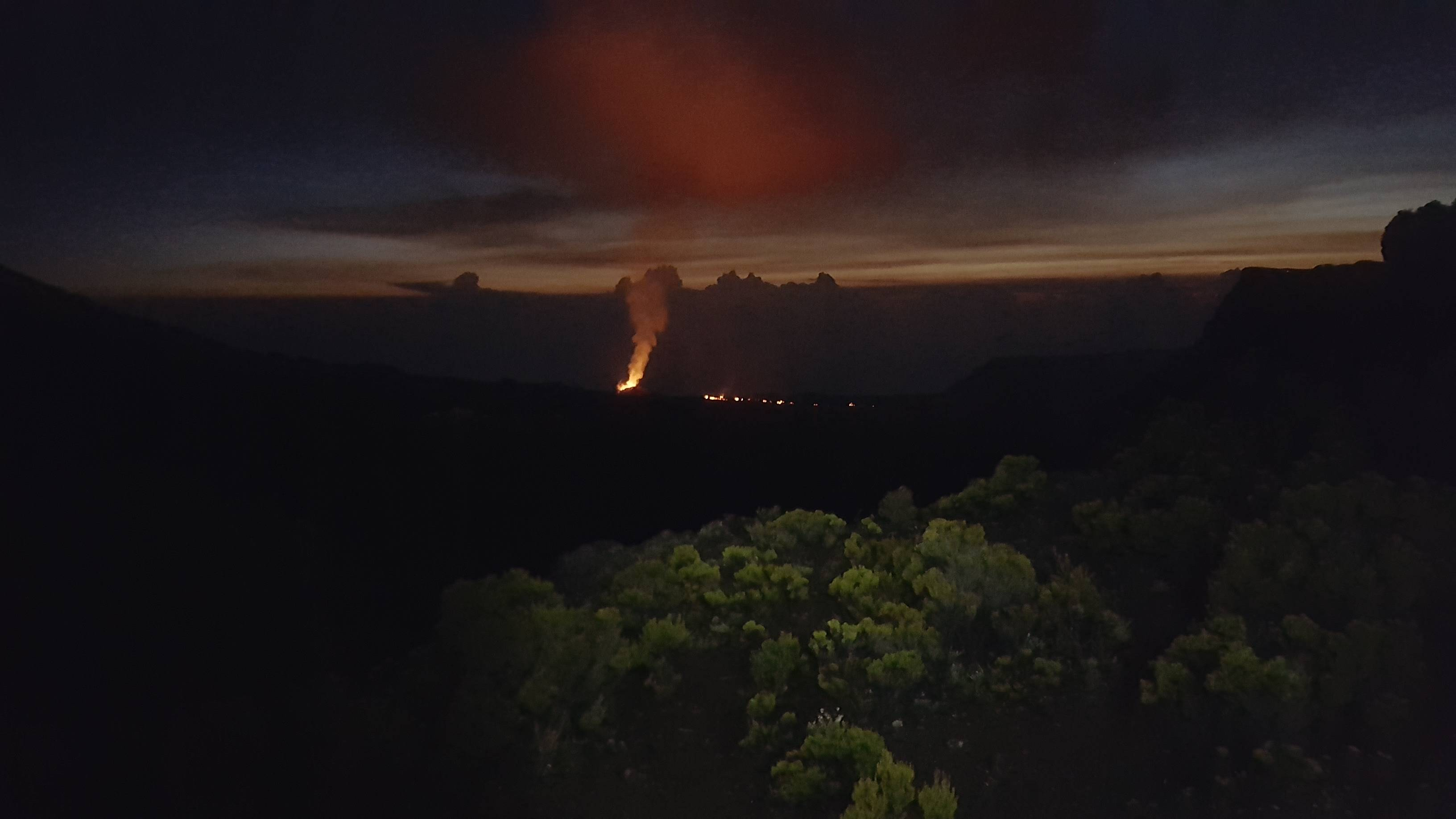 Photo 1: Éruption du Piton de la Fournaise