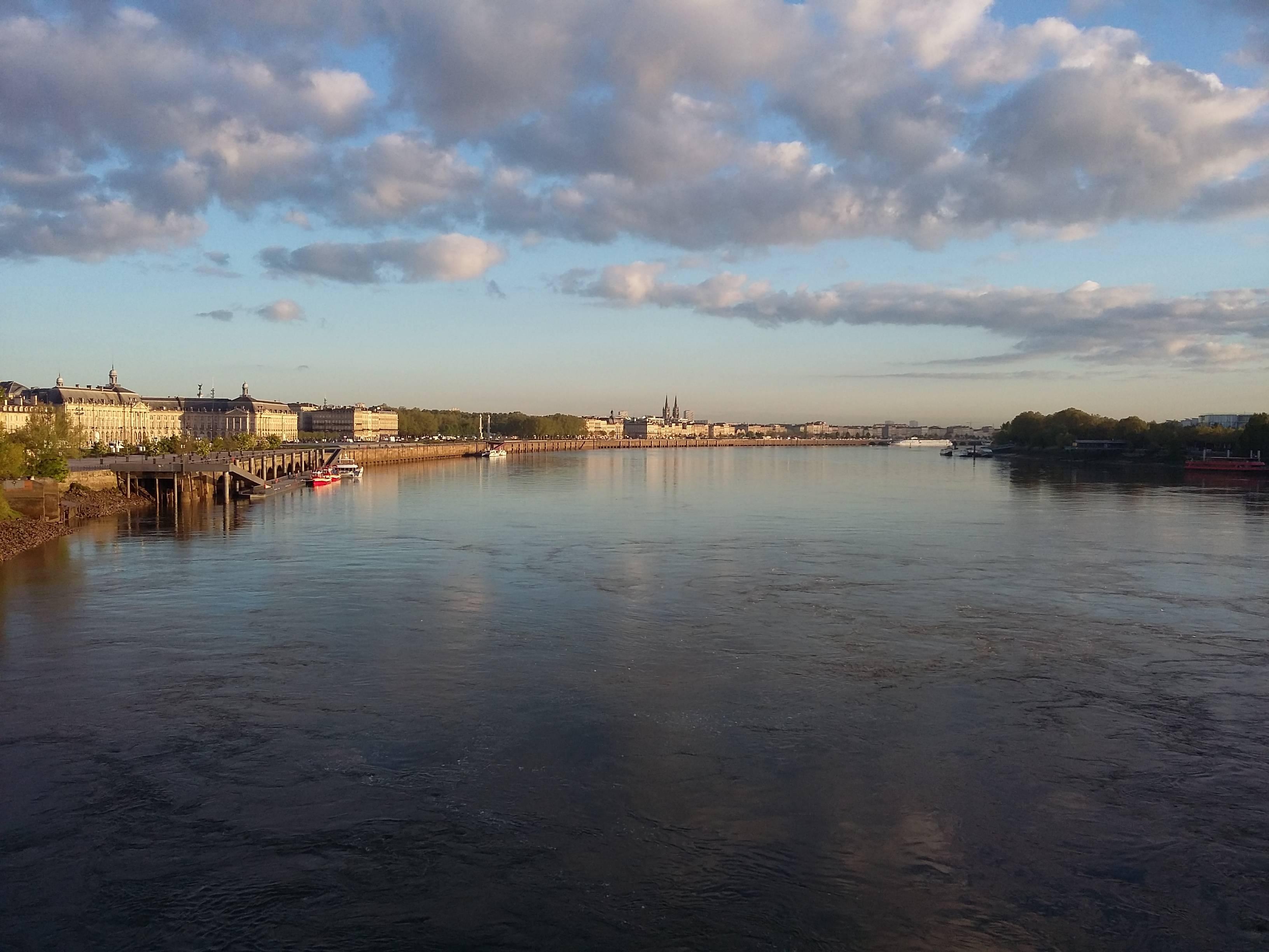 Photo 2: Lever de soleil sur les quais...