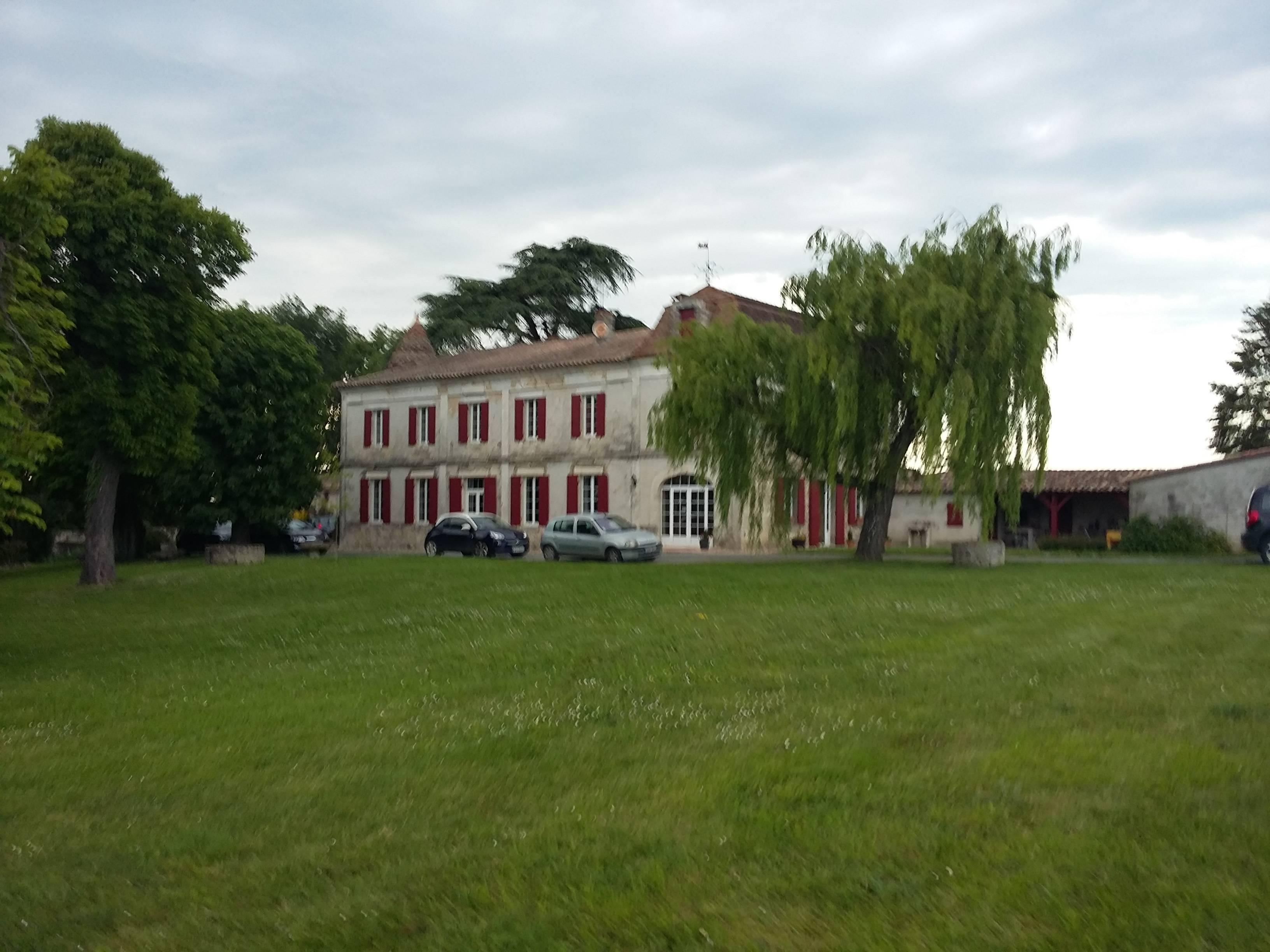 Photo 1: Du bon vin au Château Le Raz