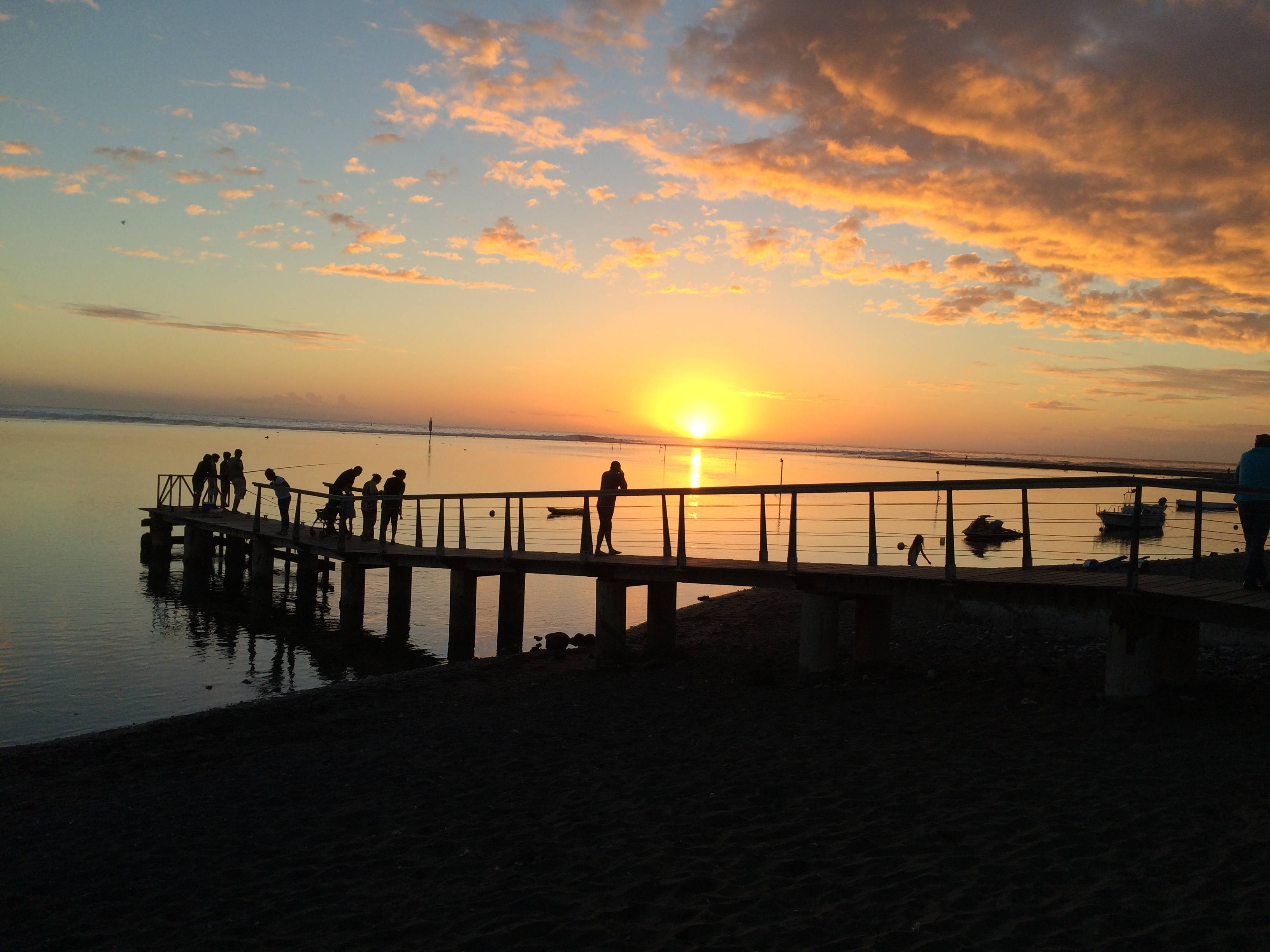 Photo 1: Étang Salé à La Réunion, un havre de paix paradisiaque!