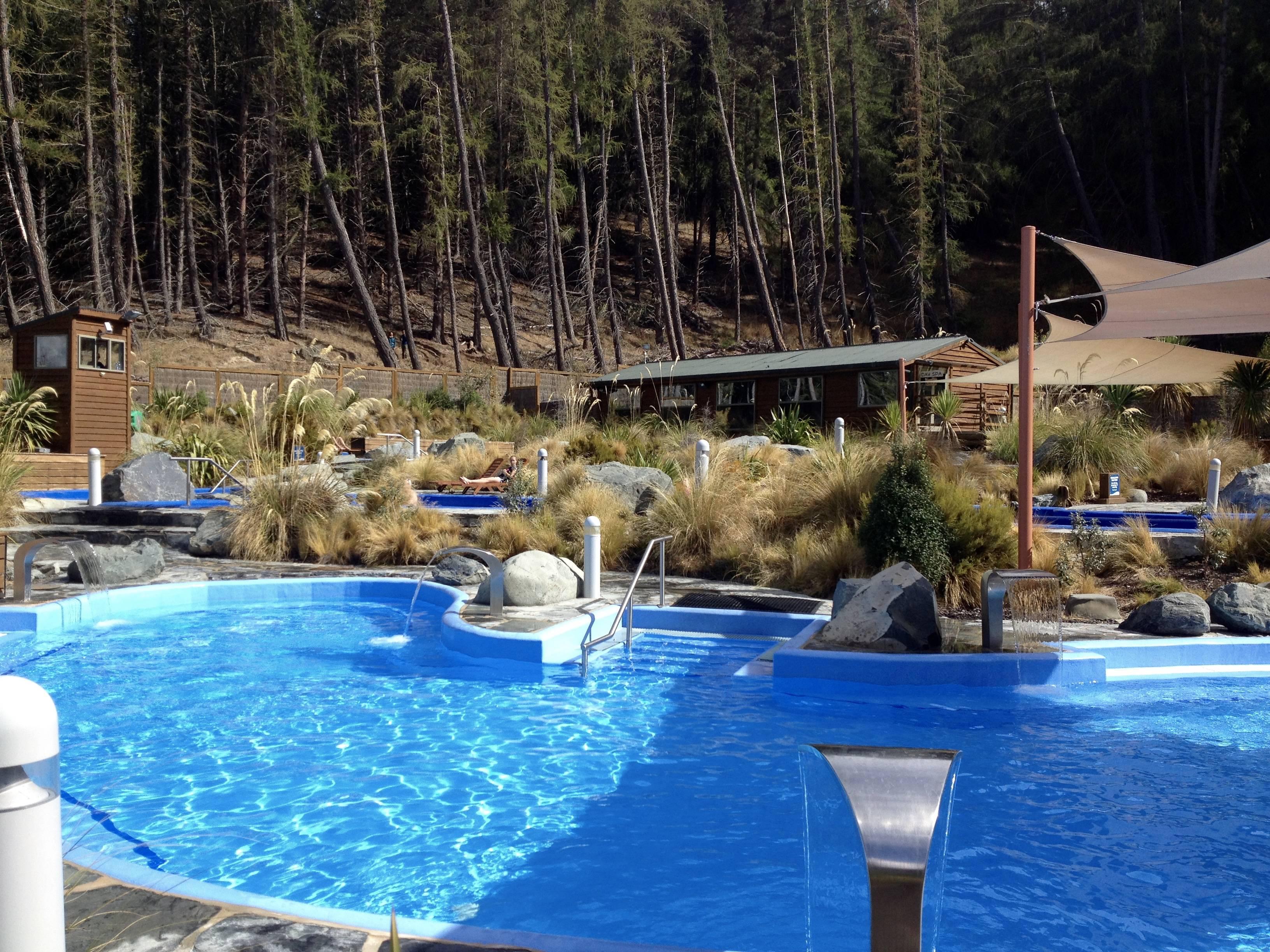 Photo 1: Le spa de dingue, piscine à jets avec vue imprenable sur les montagnes