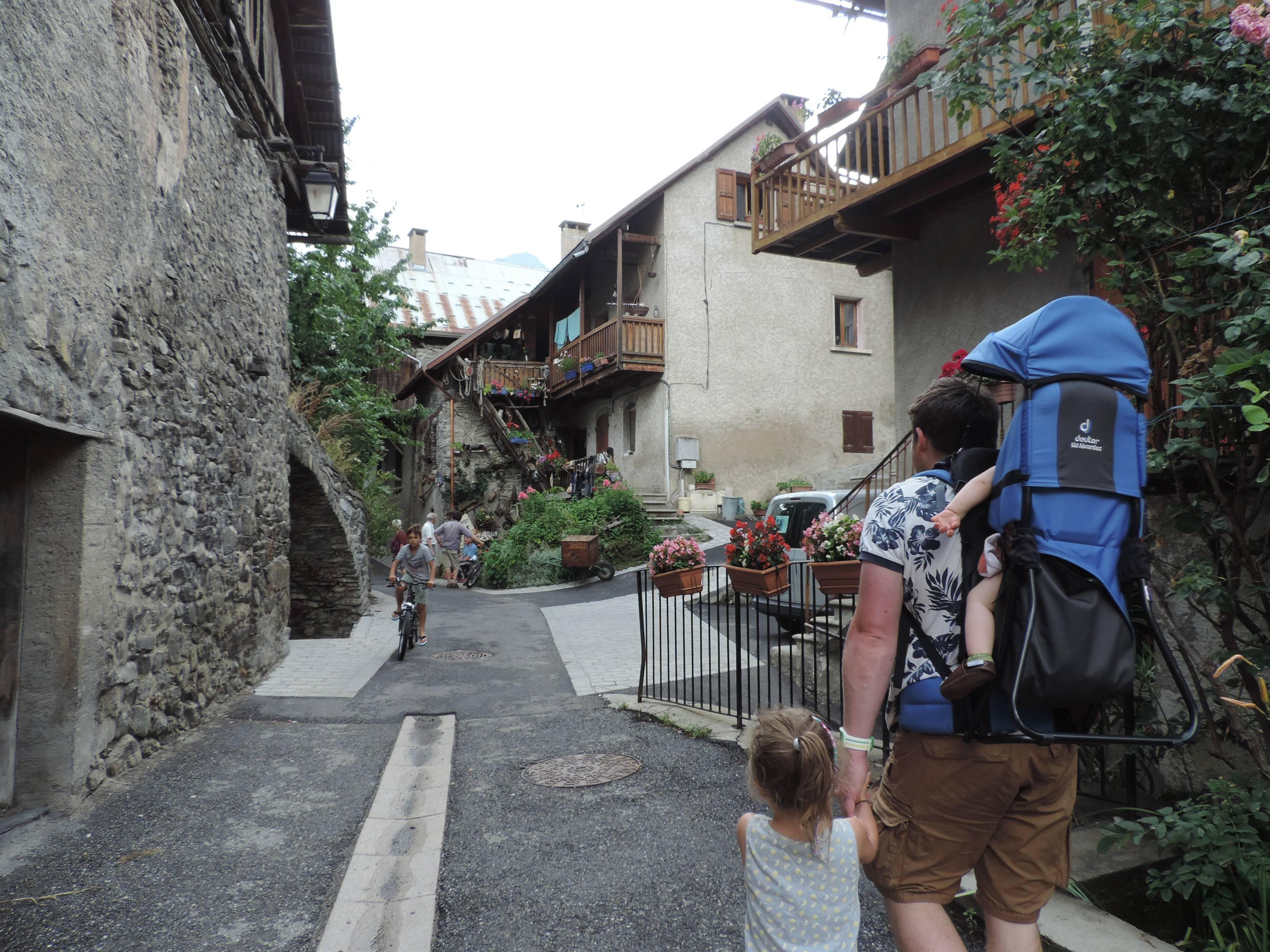 Photo 1: Rues de Vallouise pour flâner dans la vallée