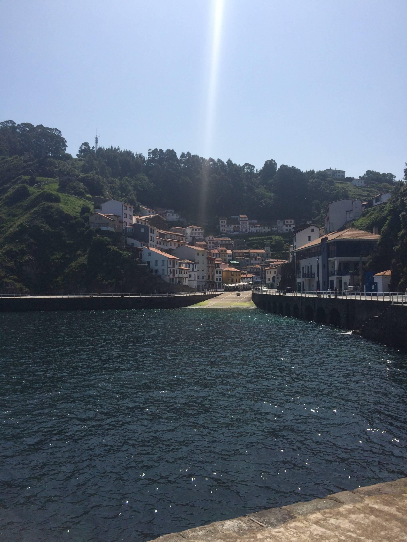 Photo 1: Le petit village de Cudillero