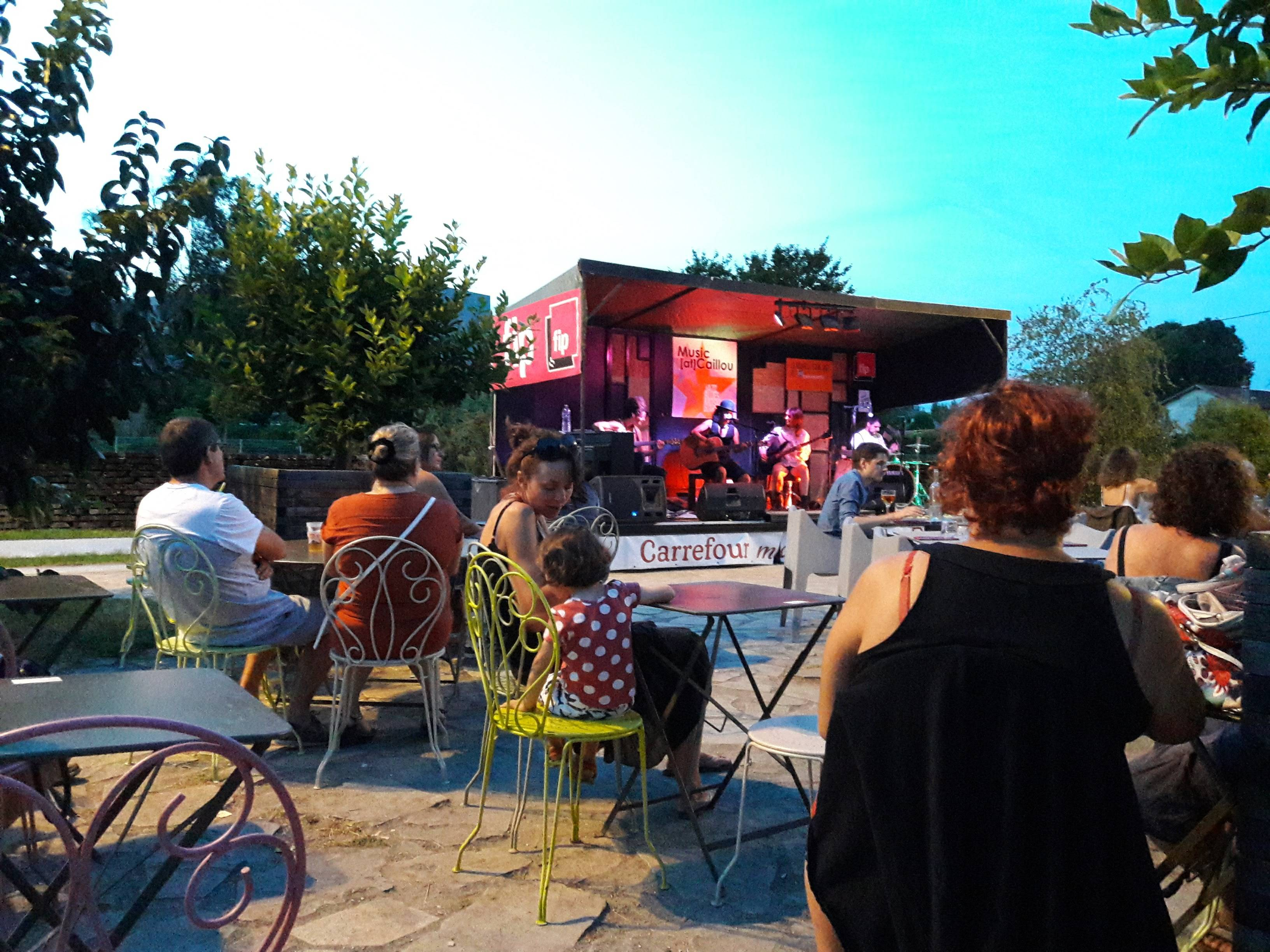 Photo 1: Music at caillou Bordeaux bastide