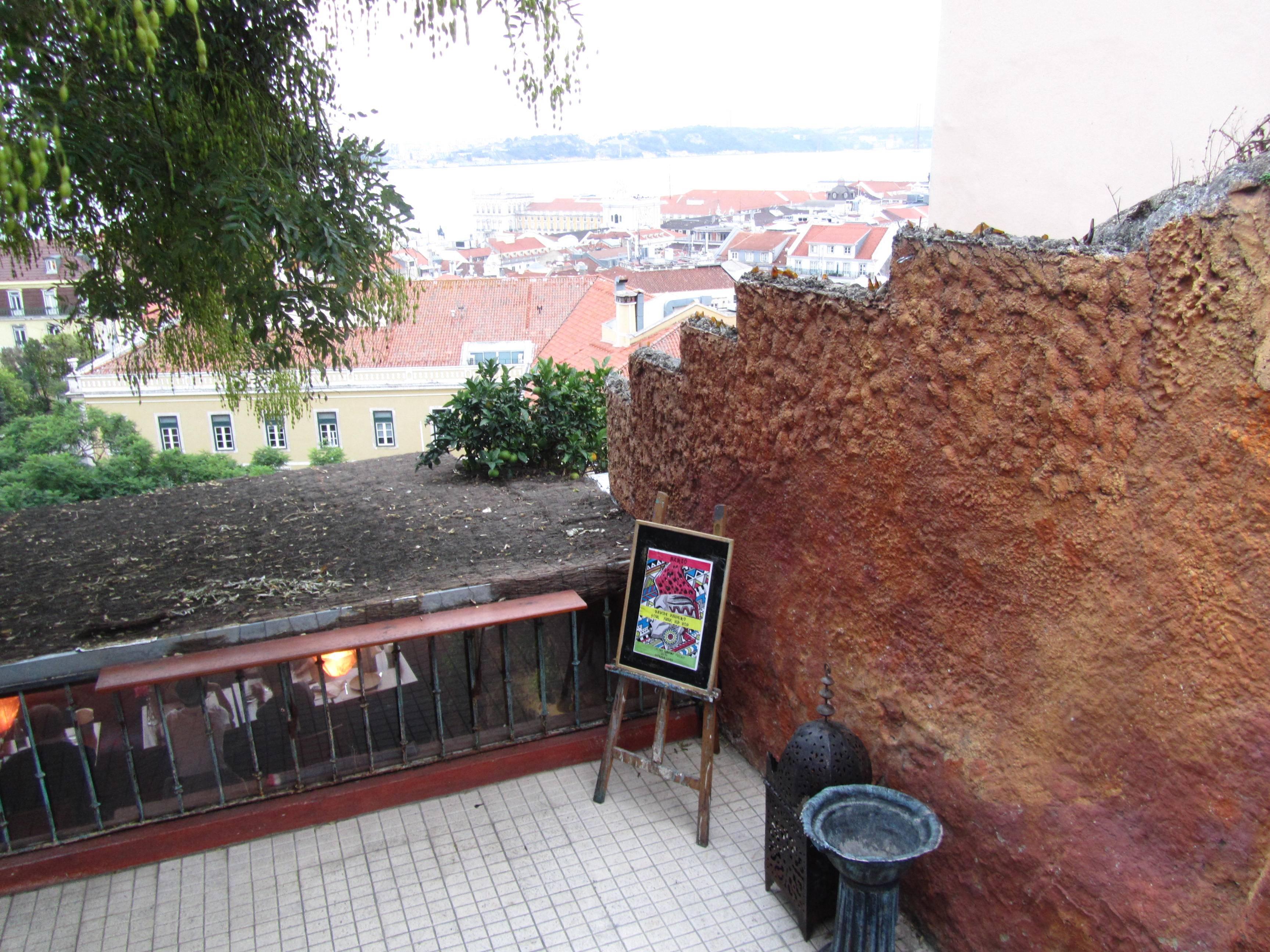 "Photo 2: "" Chapito"", Lisbonne"