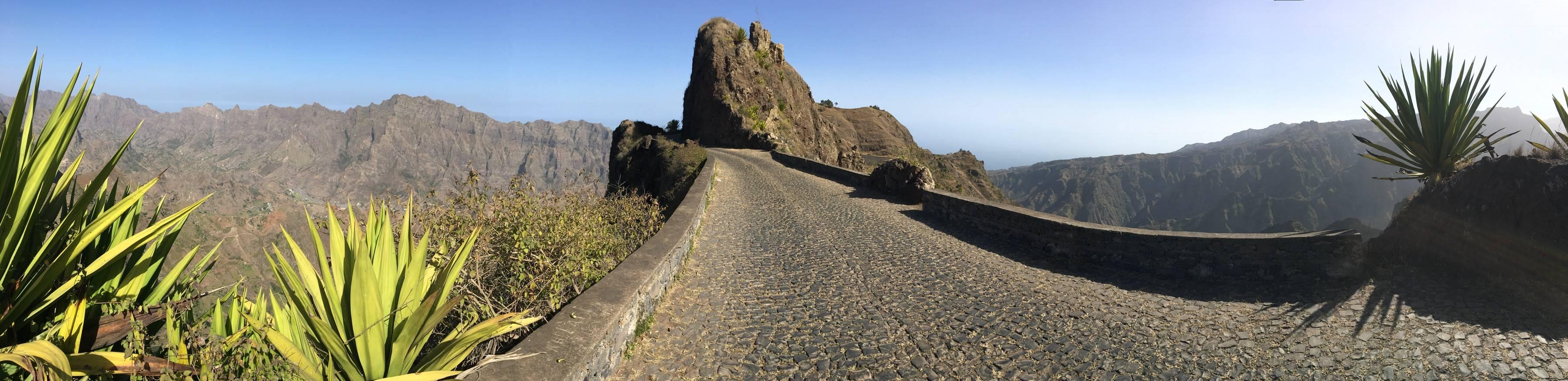 Photo 1: Sur la route de La corde