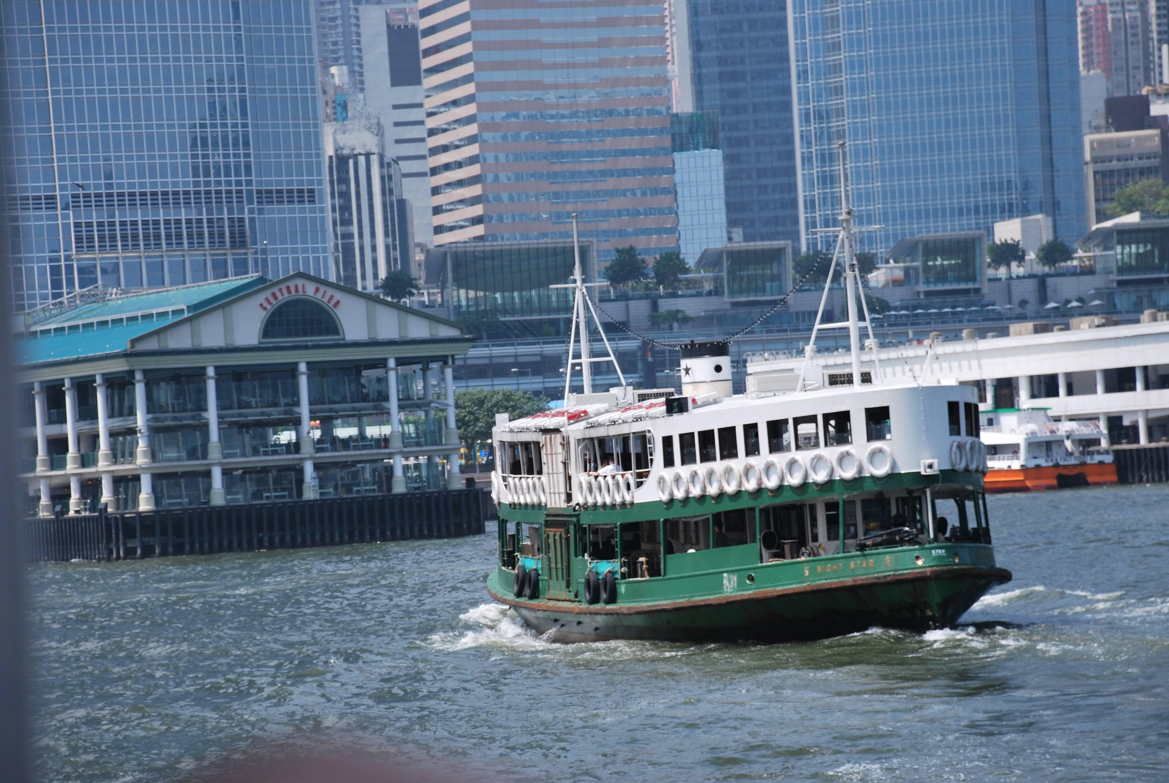 Photo 1: Traversée de la baie de Hong Kong en ferrie