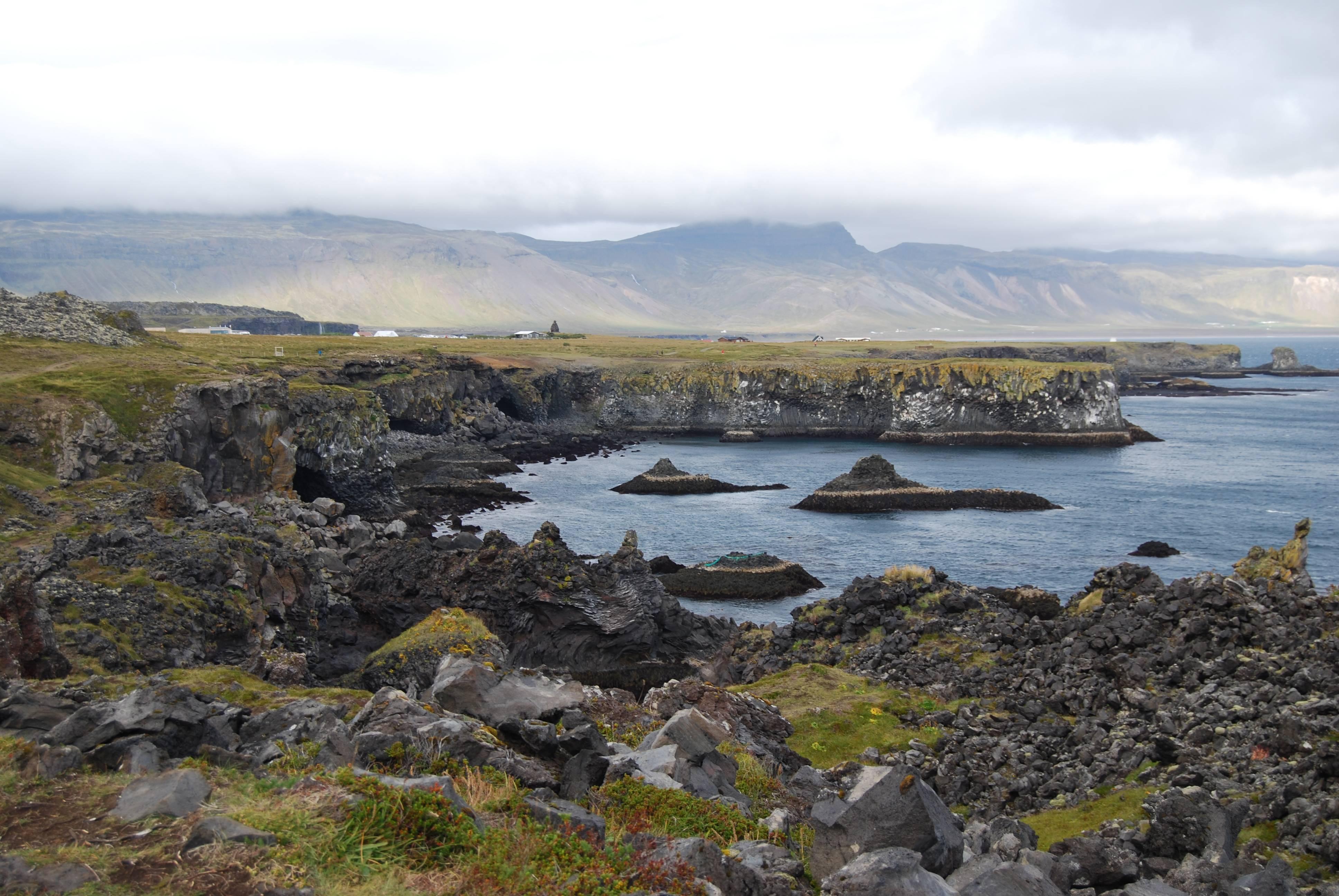 Photo 1: Svalpufa-pufubjarg, (Etretat Islandais)