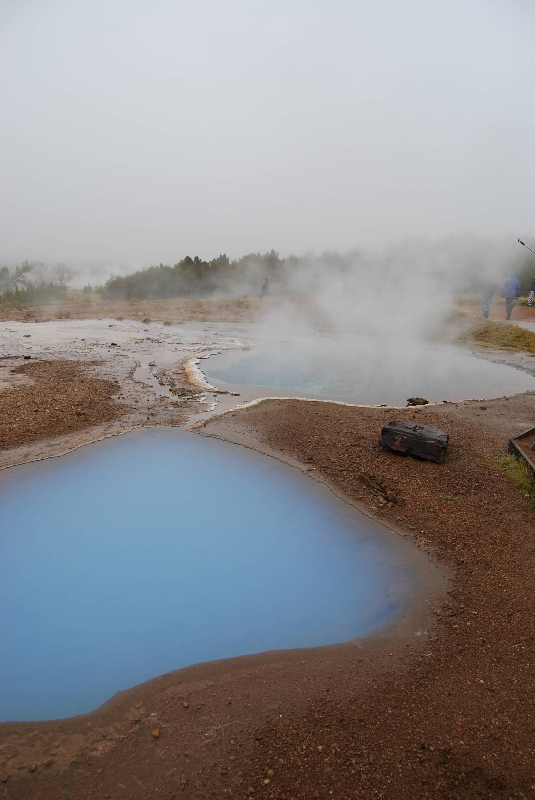 Photo 2: Geysir et ses geysers