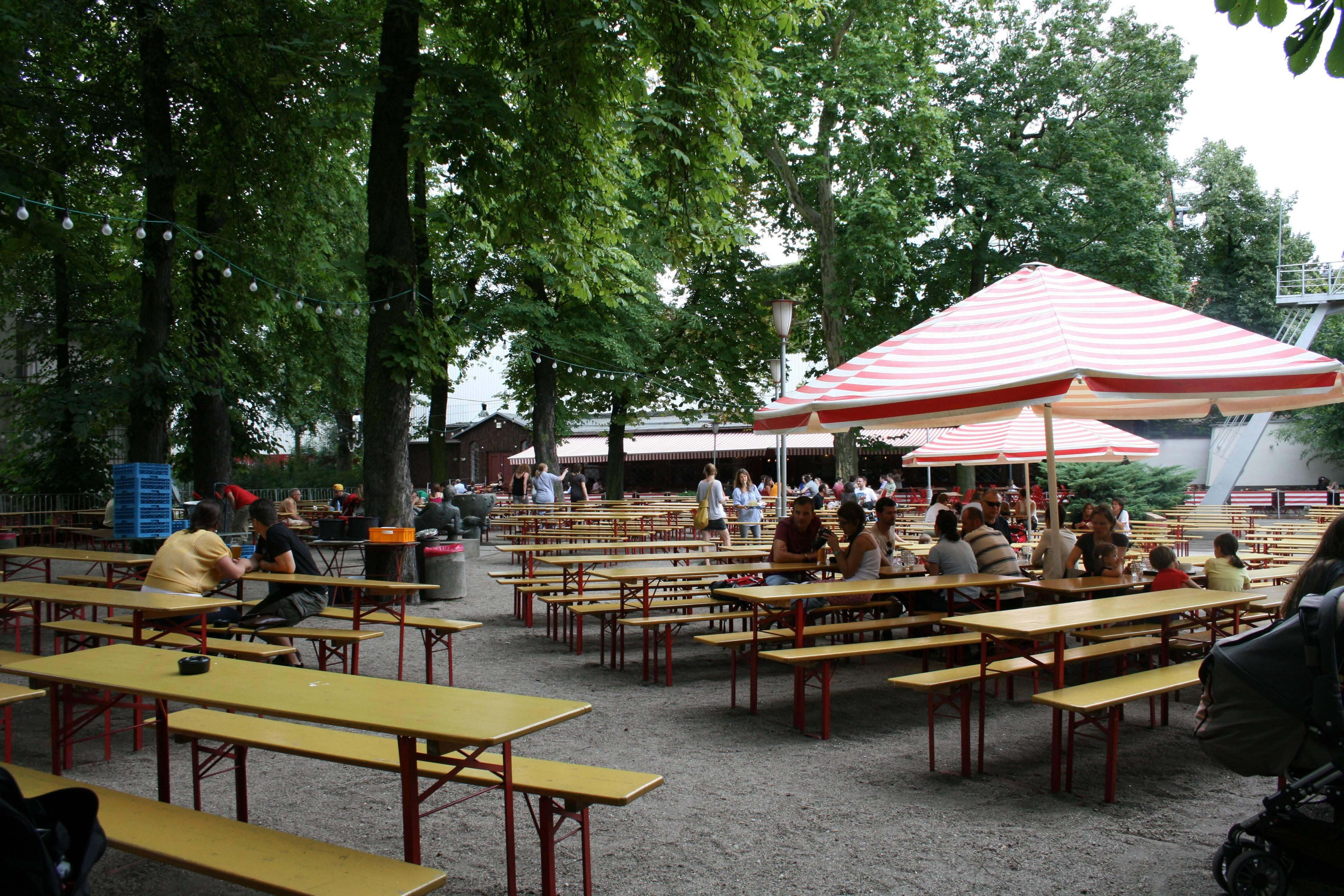 Photo 1: Prater Biergarten : bières et bretzels dans une ambiance conviviale