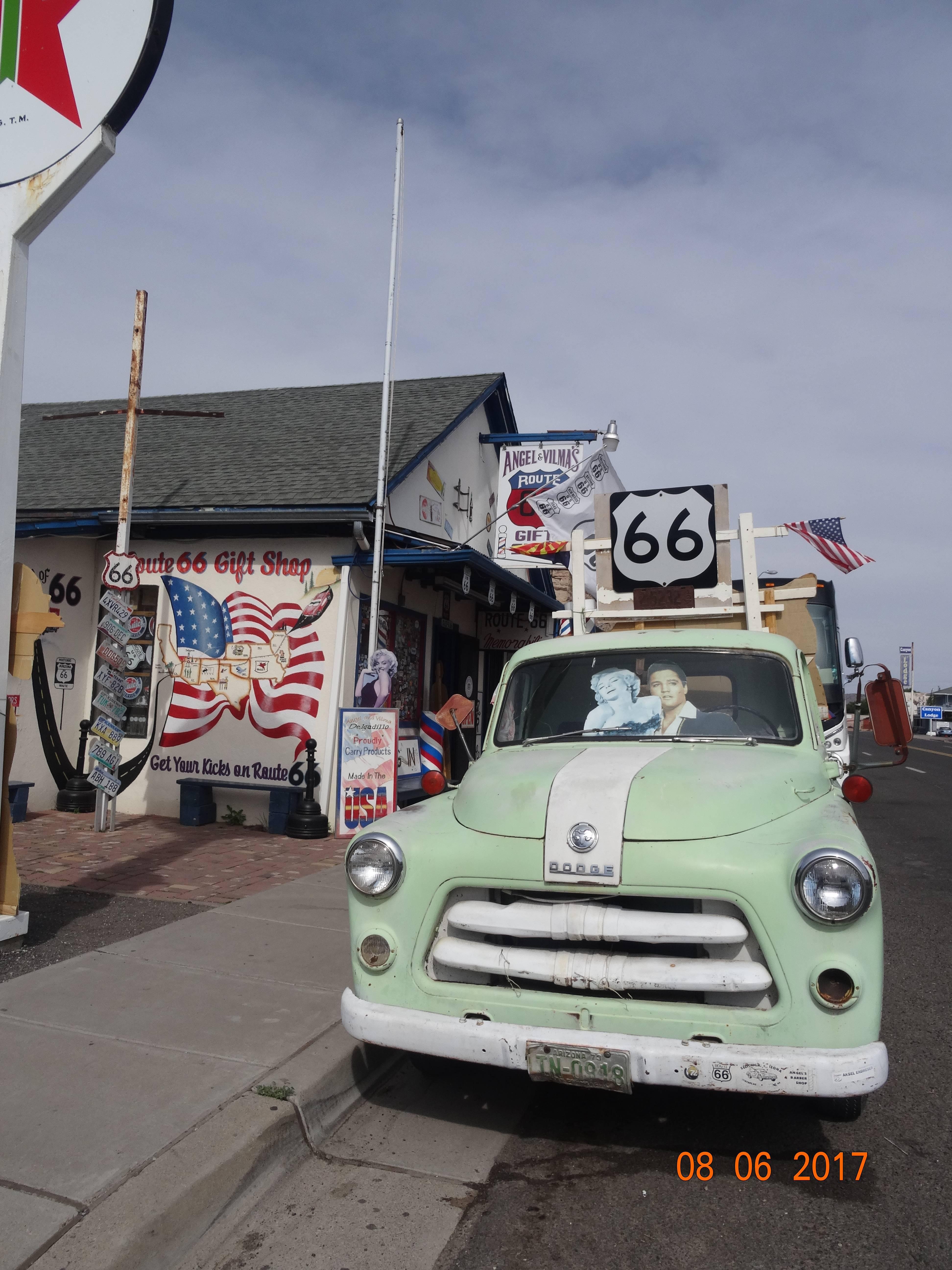 Photo 2: Petit arrêt sur la mythique Route 66 - USA