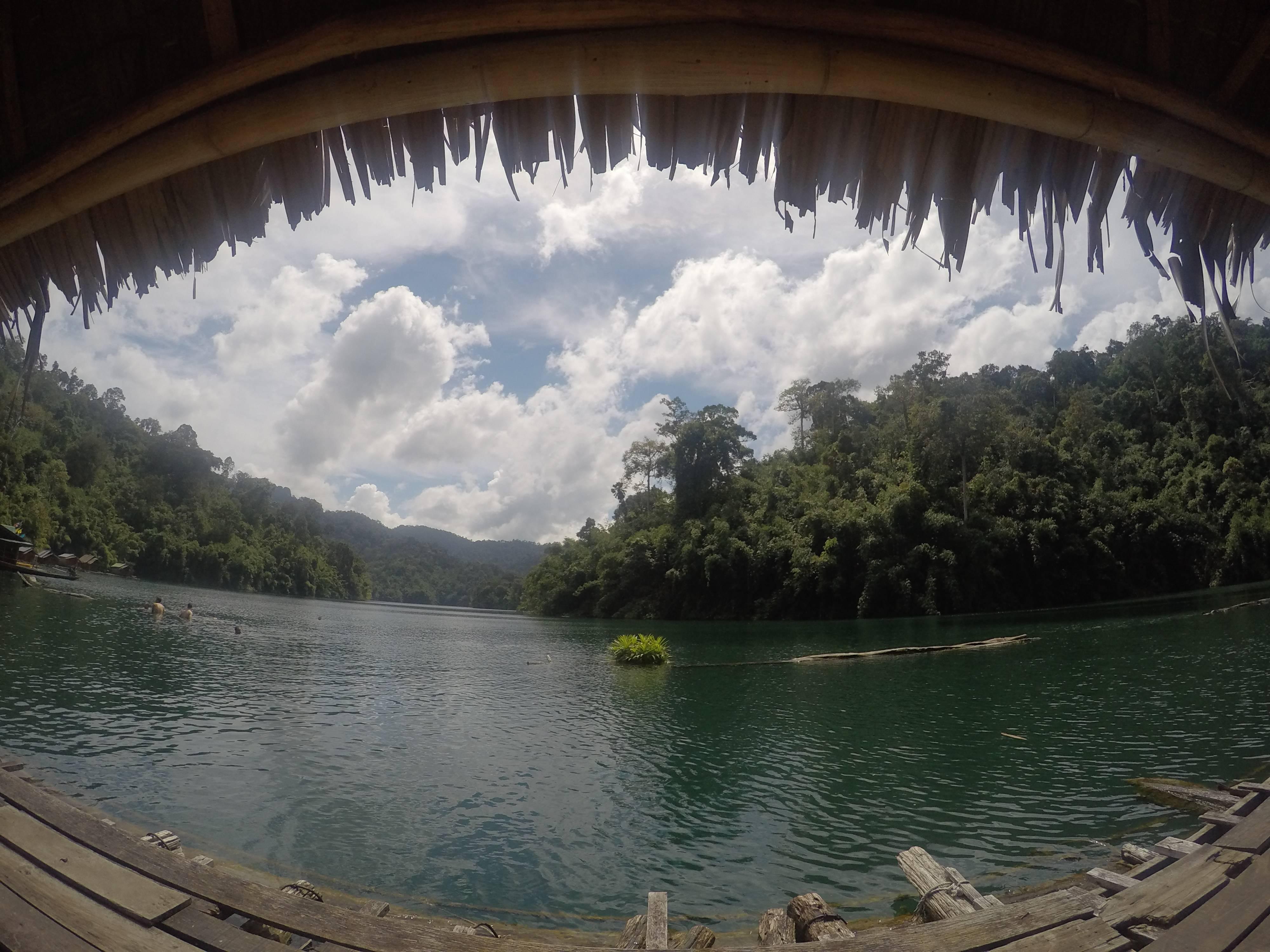 Photo 1: Un des joyaux naturel de la Thailande - Le lac de Chiew Larn