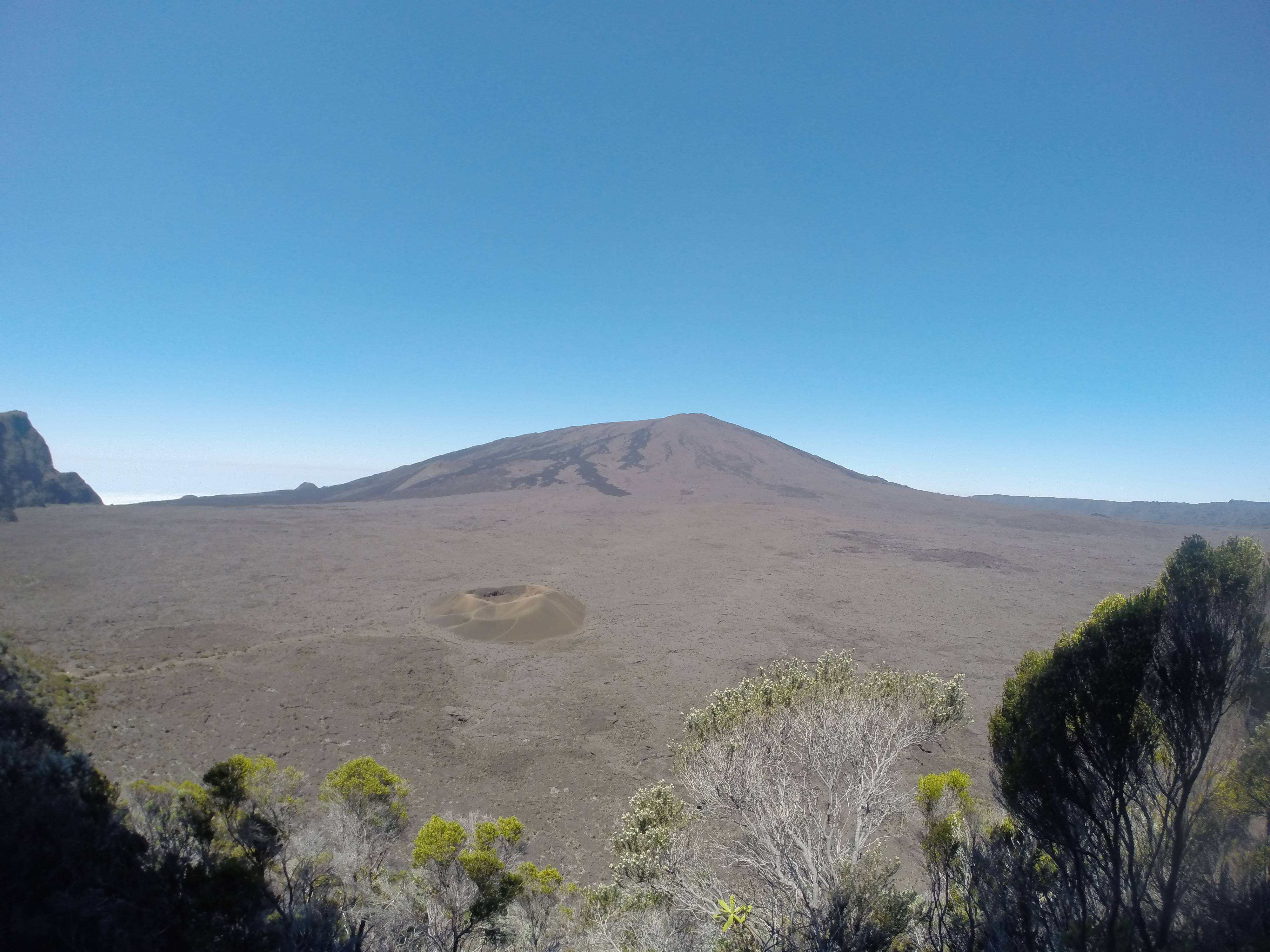Photo 2: Le Piton de la Fournaise : la star de la Réunion !