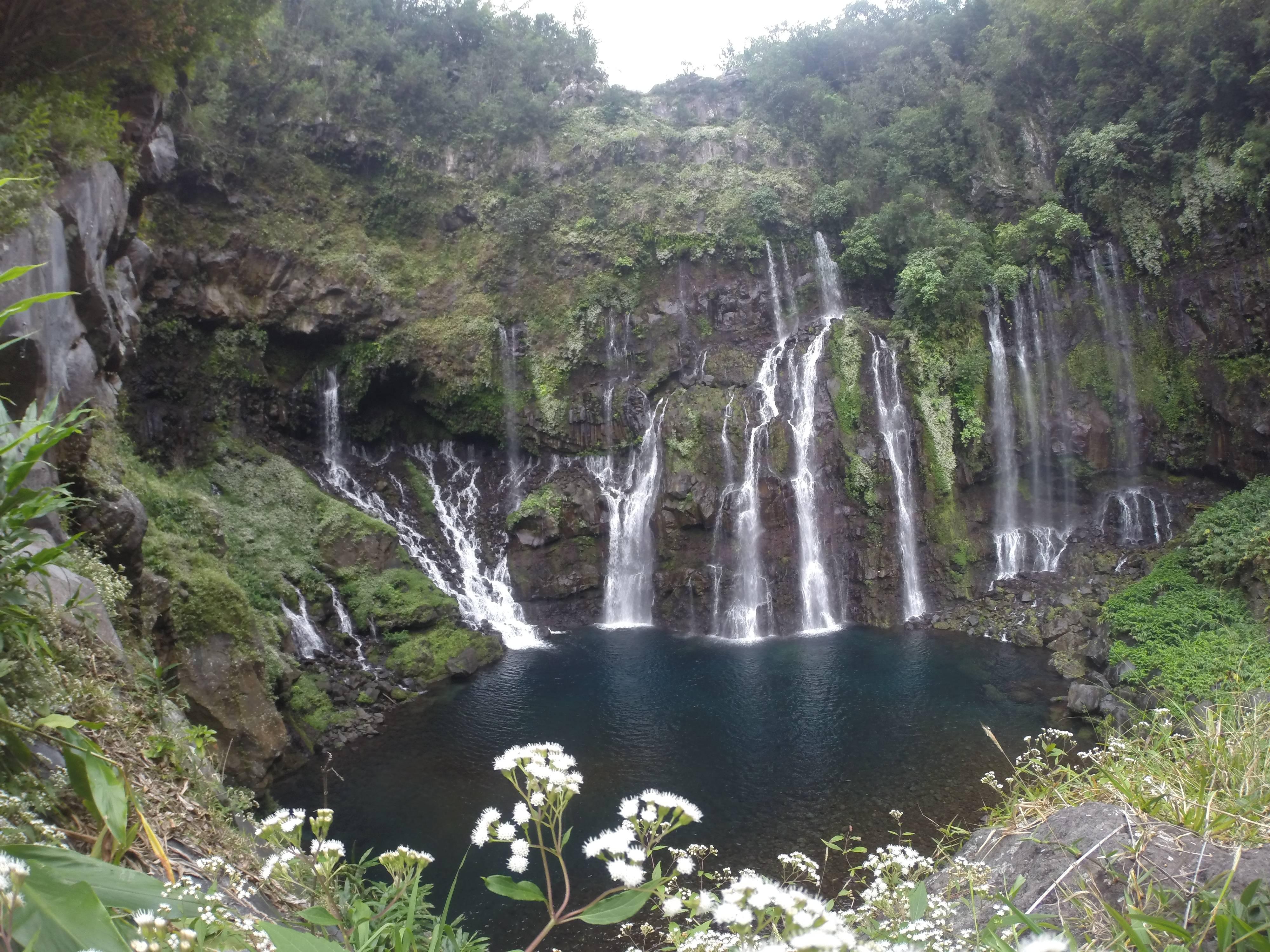 Photo 2: Se baigner dans une cascade !