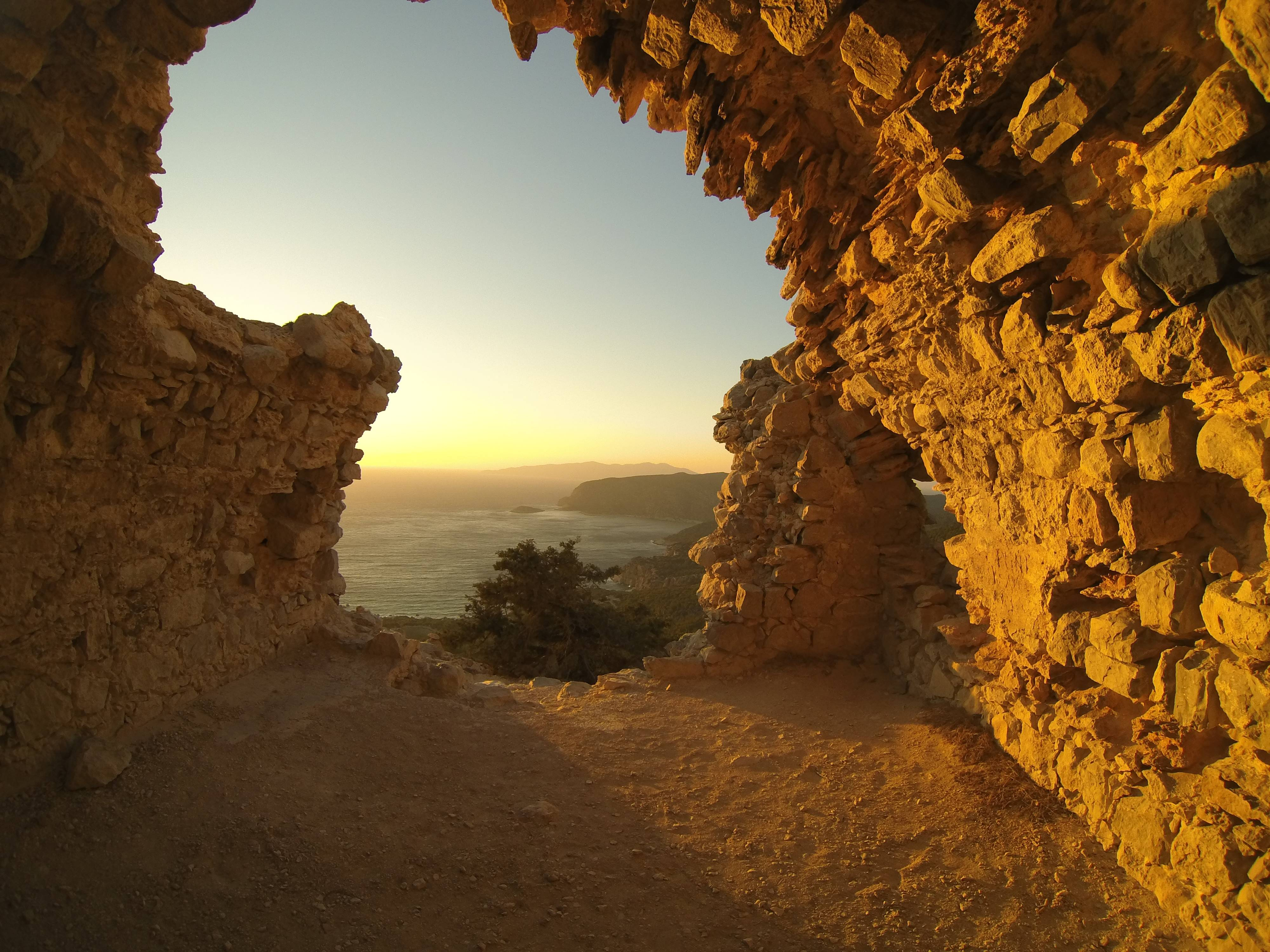 Photo 1: Sunset à Monolithos !