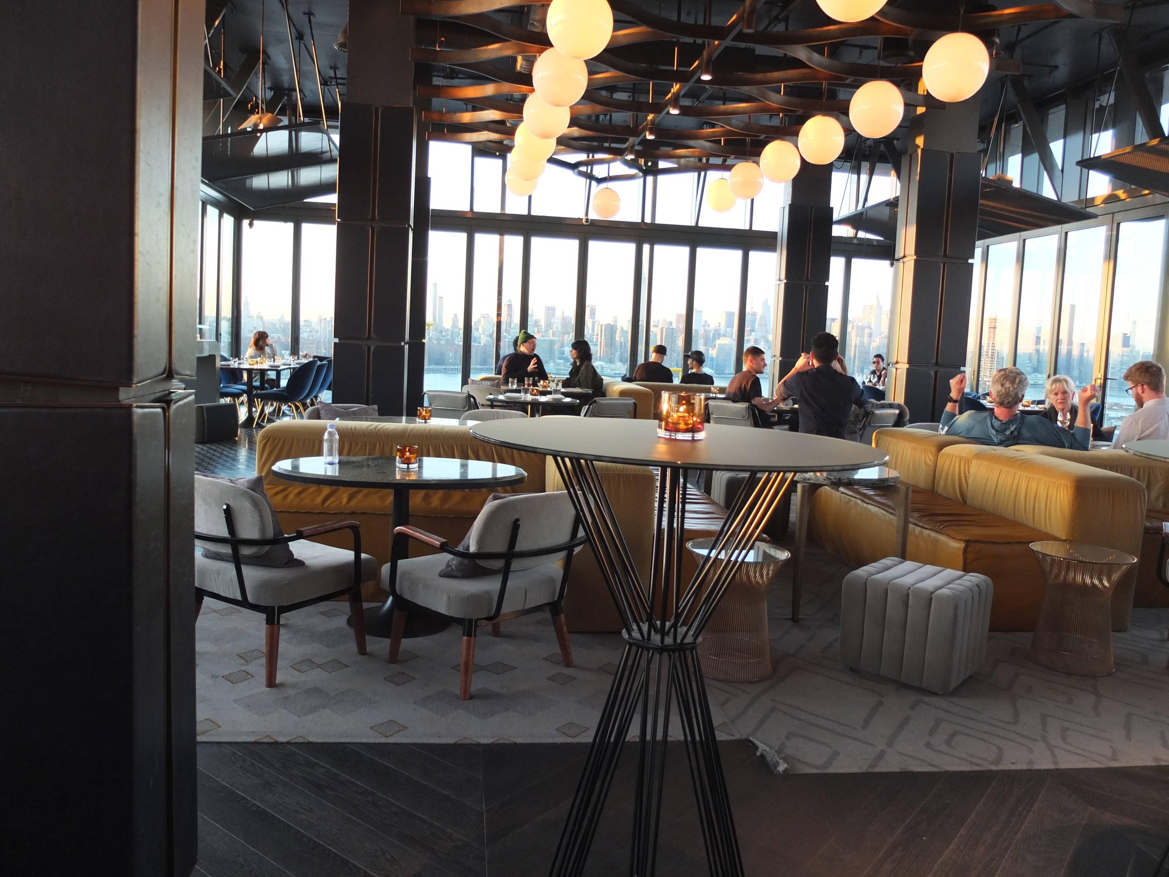 Photo 3: Le rooftop Westlight, la plus belle vue de Manhattan depuis Brooklyn !