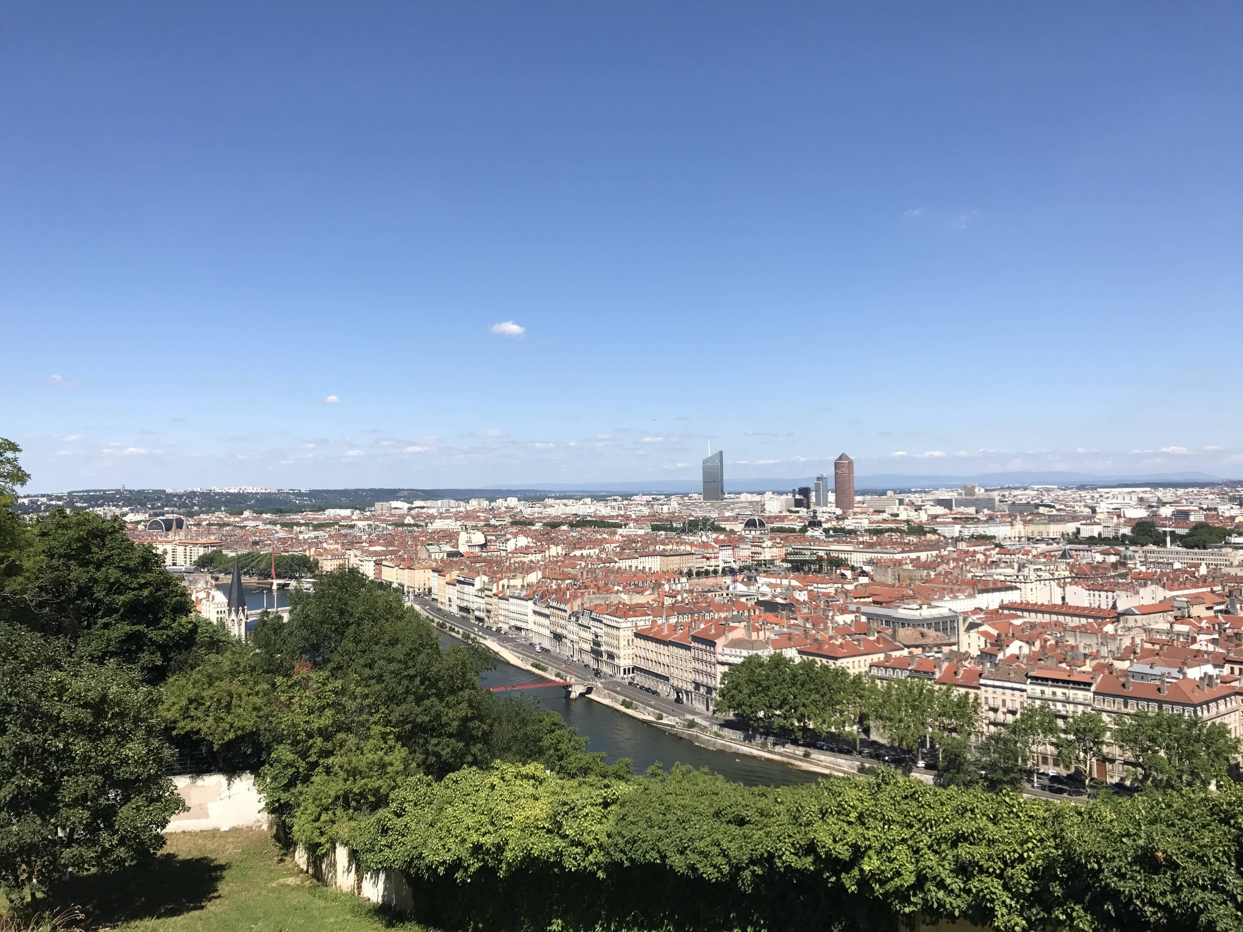 Photo 2: Le jardin des curiosités - une vue sur Lyon