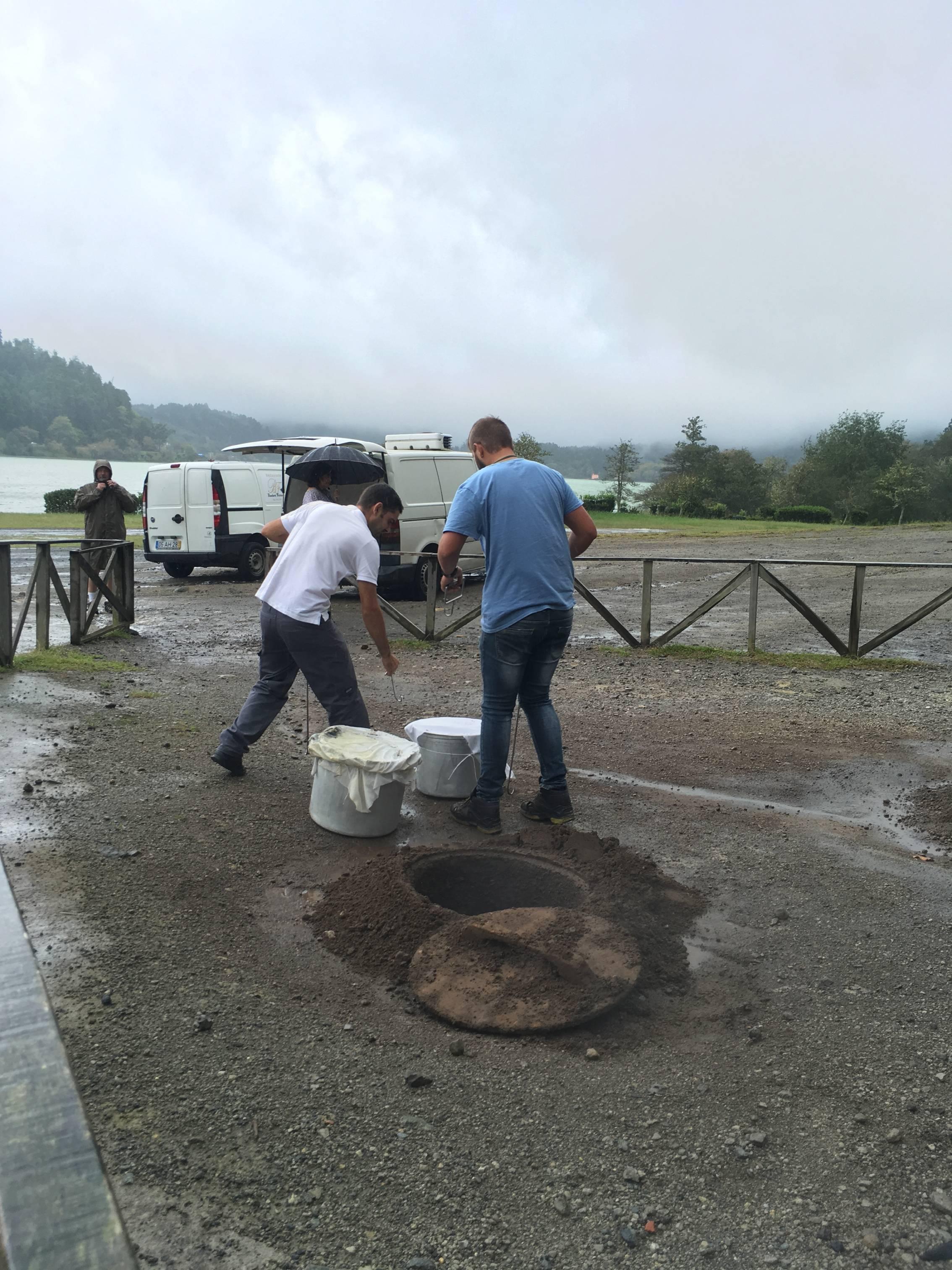 Photo 2: Pot au feu cuit à la chaleur de la terre, furnas