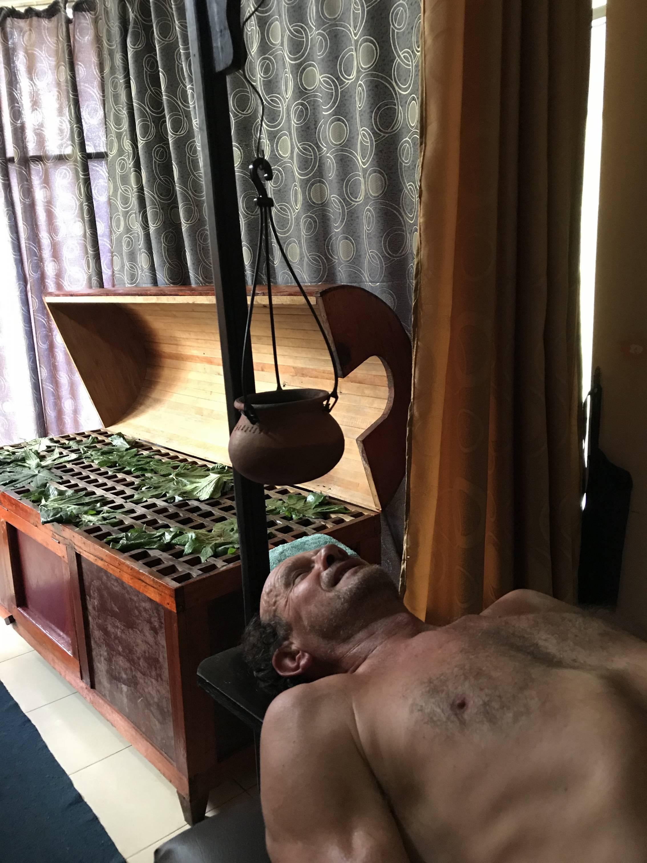 Photo 1: Hela Osu Suwapiyasa   massage ayurvedique