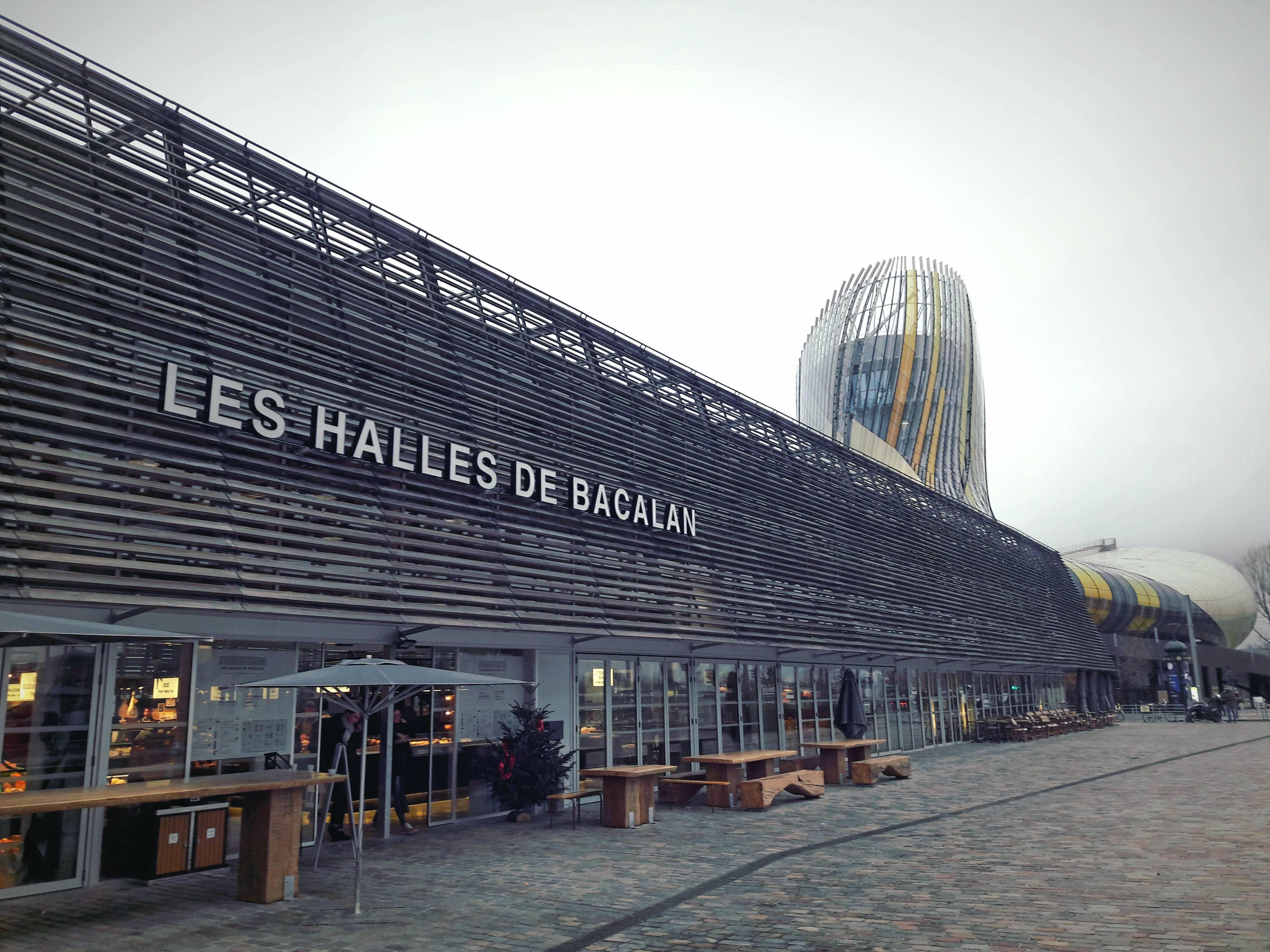 Photo 1: Prendre un verre aux Halles de Bacalan
