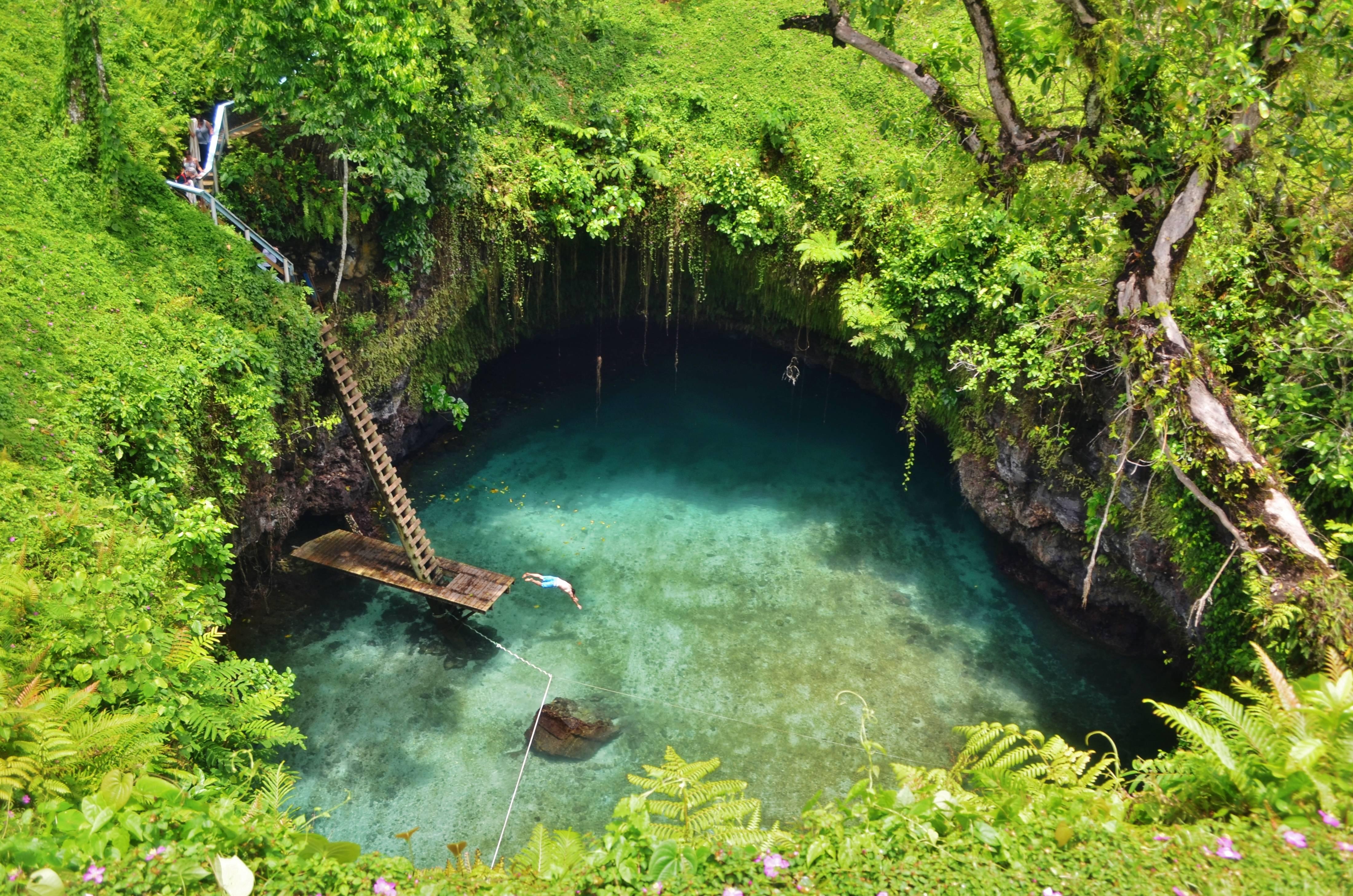 Photo 1: Une piscine turquoise naturelle inédite