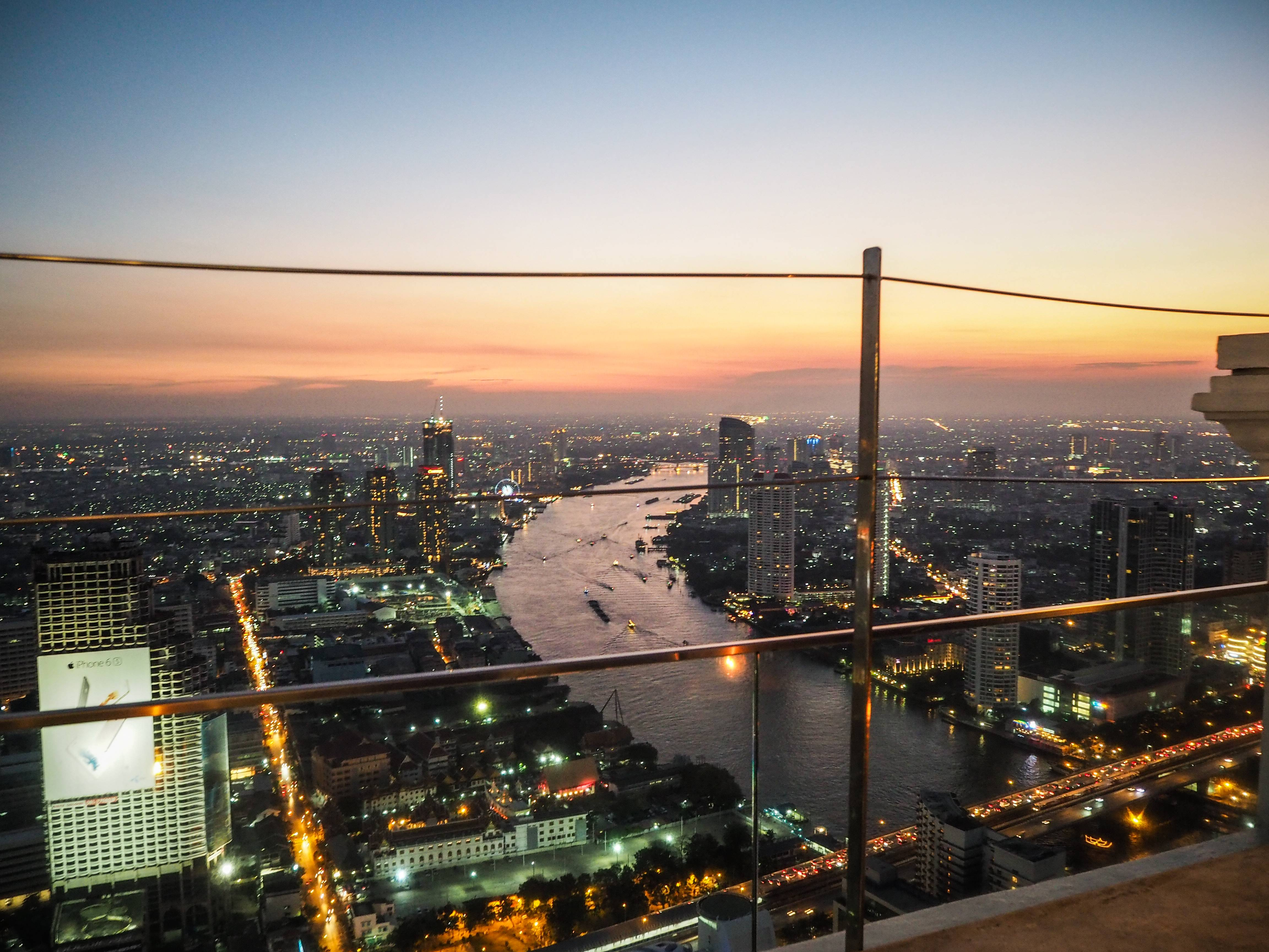 Photo 1: Boire un verre sur un rooftop - Bangkok