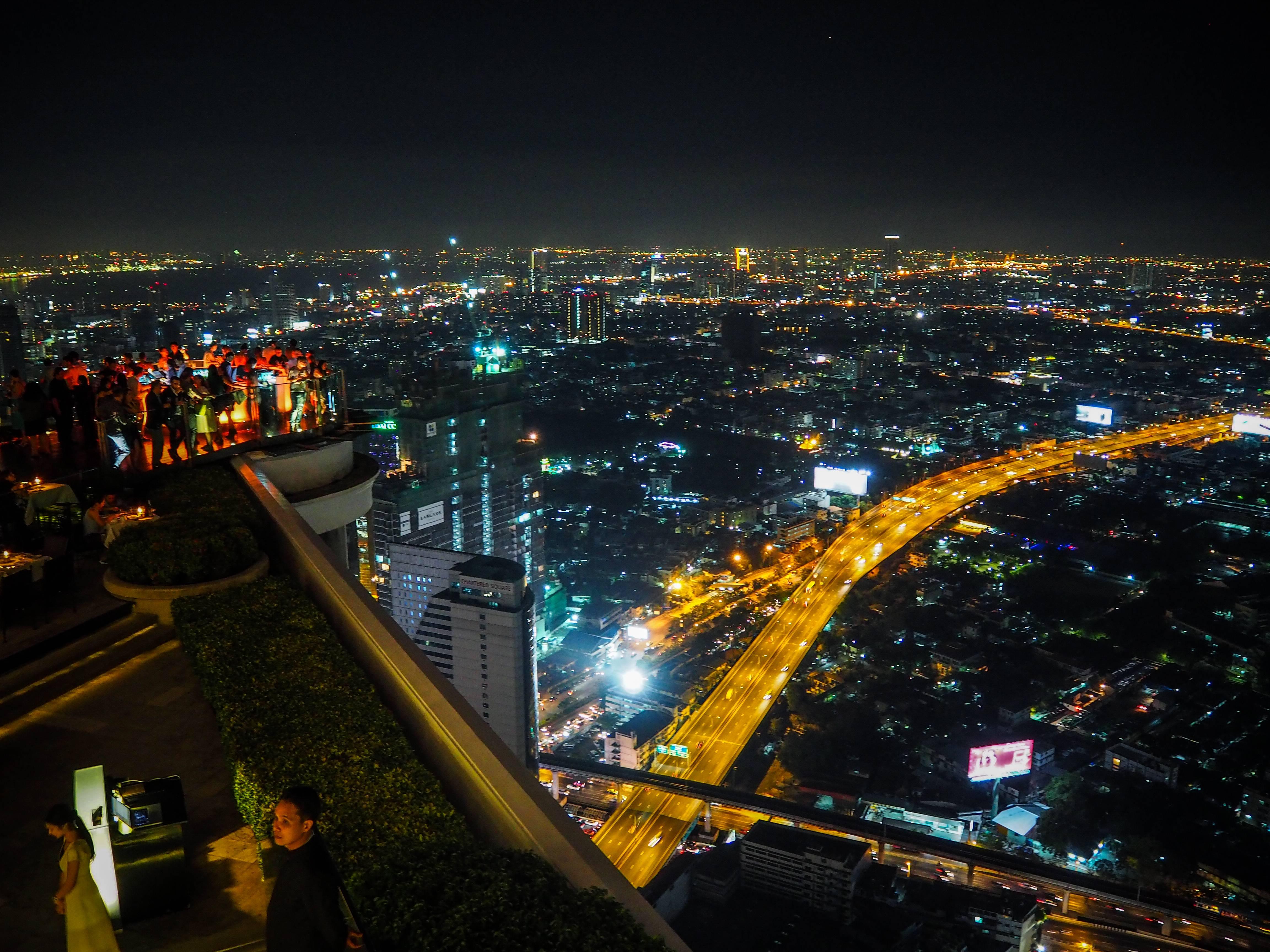 Photo 2: Boire un verre sur un rooftop - Bangkok