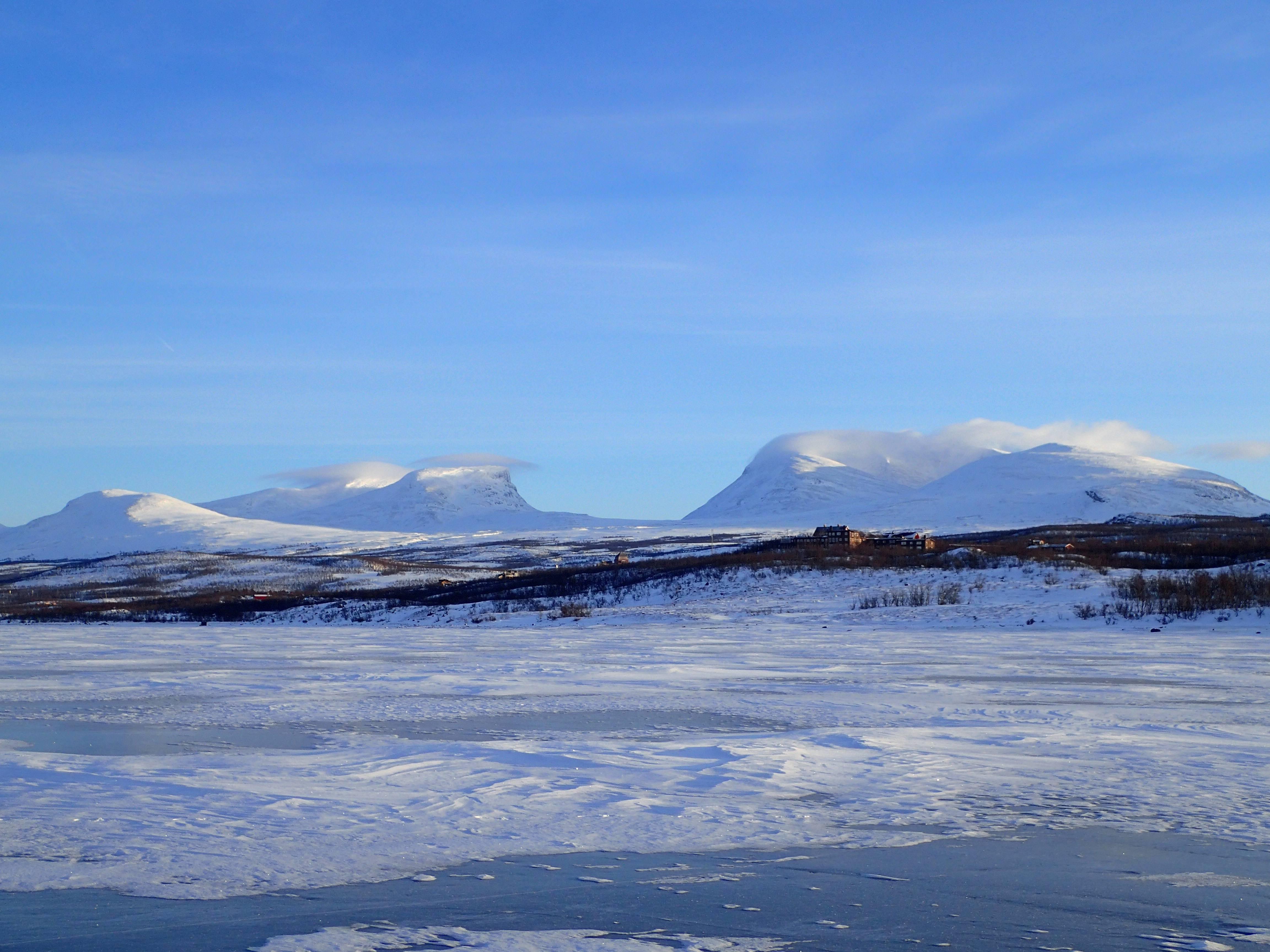 Photo 1: Parc national d'Abisko, un lac gelé de 70km