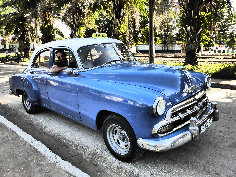Photo 1: Cuba : visiter l'ile en Chevrolet 1952 avec un chauffeur guide adorable et pas cher !
